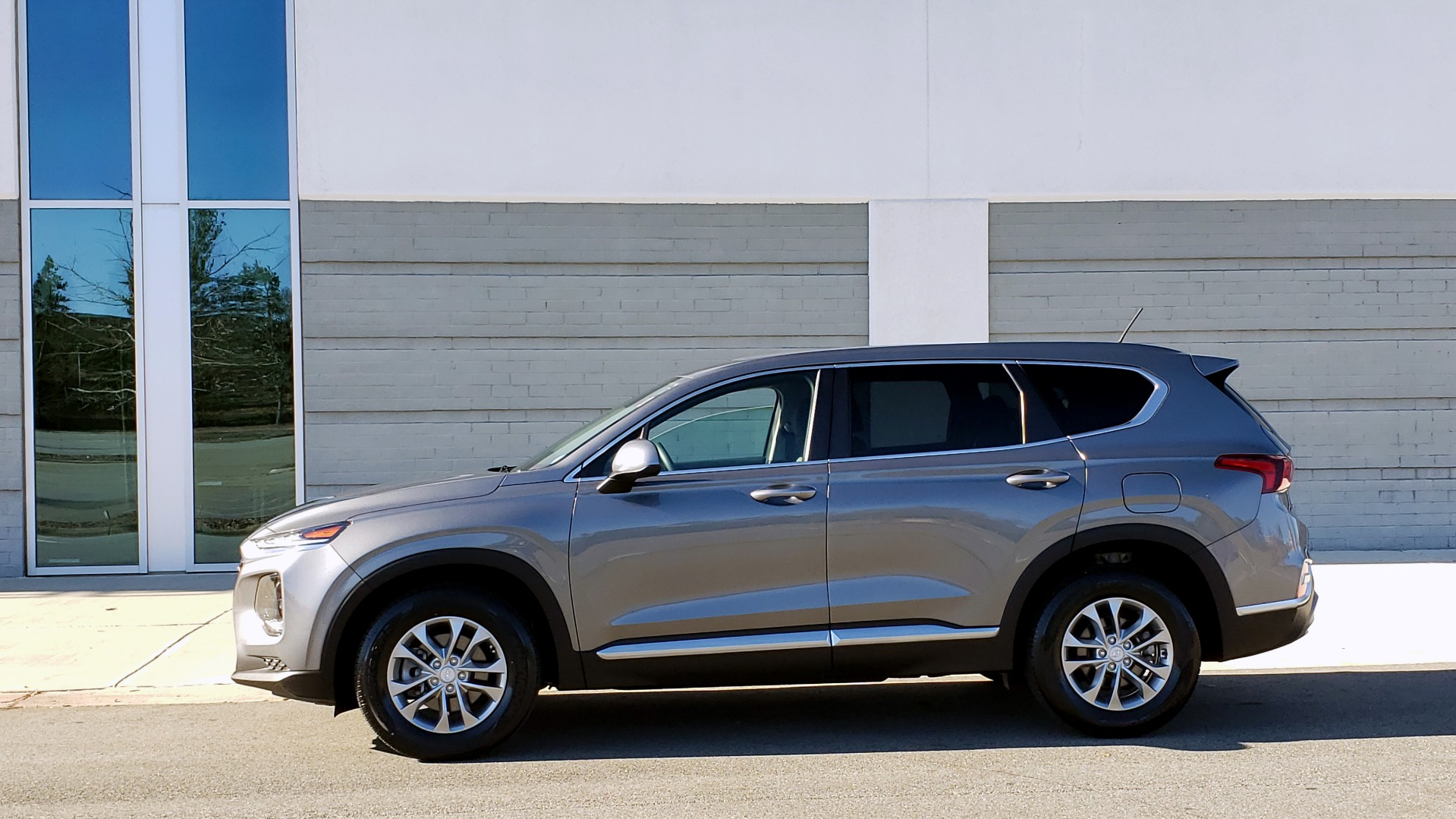 Used 2019 Hyundai SANTA FE SE / 2.4L 4-CYL / 8-SPD AUTO / BLIND SPOT / LANE KEEP ASSIST for sale Sold at Formula Imports in Charlotte NC 28227 6