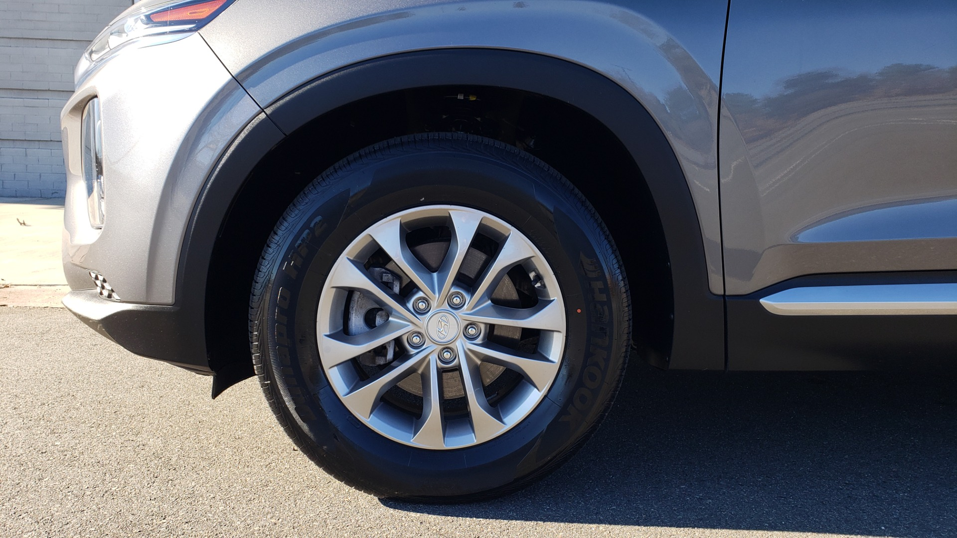 Used 2019 Hyundai SANTA FE SE / 2.4L 4-CYL / 8-SPD AUTO / BLIND SPOT / LANE KEEP ASSIST for sale Sold at Formula Imports in Charlotte NC 28227 77