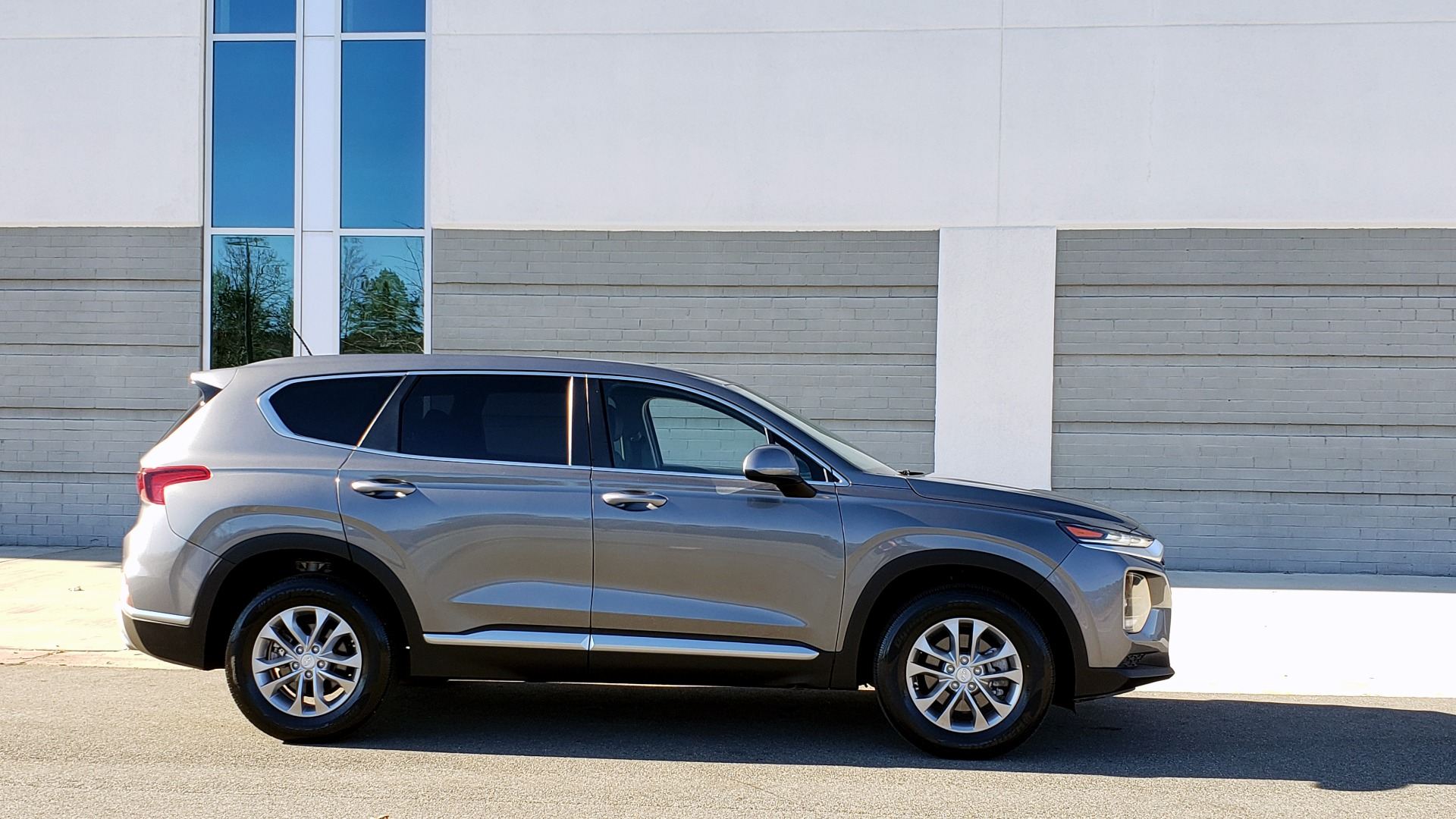 Used 2019 Hyundai SANTA FE SE / 2.4L 4-CYL / 8-SPD AUTO / BLIND SPOT / LANE KEEP ASSIST for sale Sold at Formula Imports in Charlotte NC 28227 8