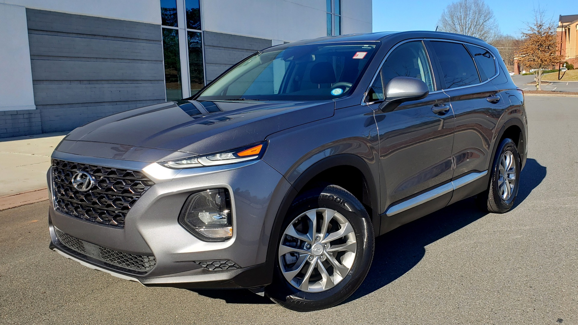 Used 2019 Hyundai SANTA FE SE / 2.4L 4-CYL / 8-SPD AUTO / BLIND SPOT / LANE KEEP ASSIST for sale Sold at Formula Imports in Charlotte NC 28227 1
