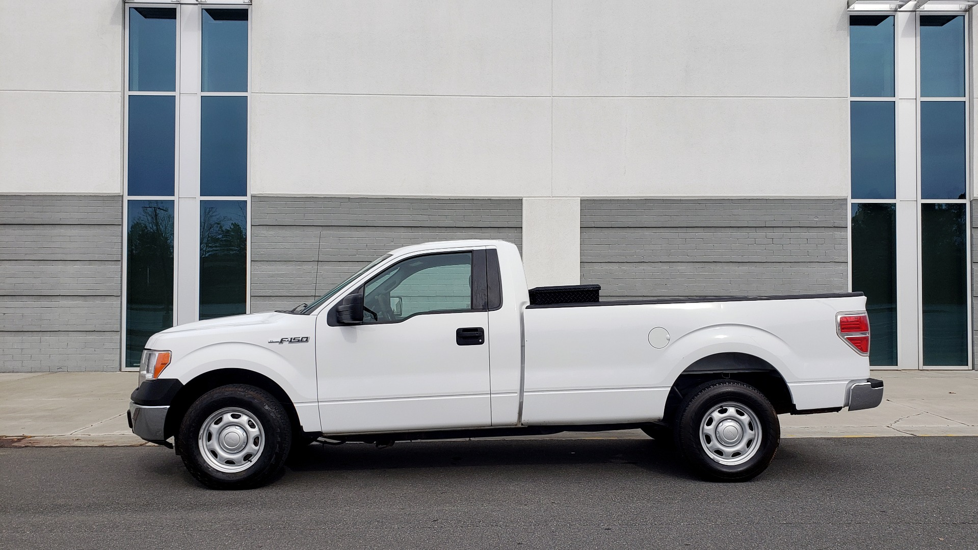 Used 2014 Ford F-150 XL / 2WD / V6 / AUTO / LONG BED / 145IN WB / WORK TRUCK for sale Sold at Formula Imports in Charlotte NC 28227 2