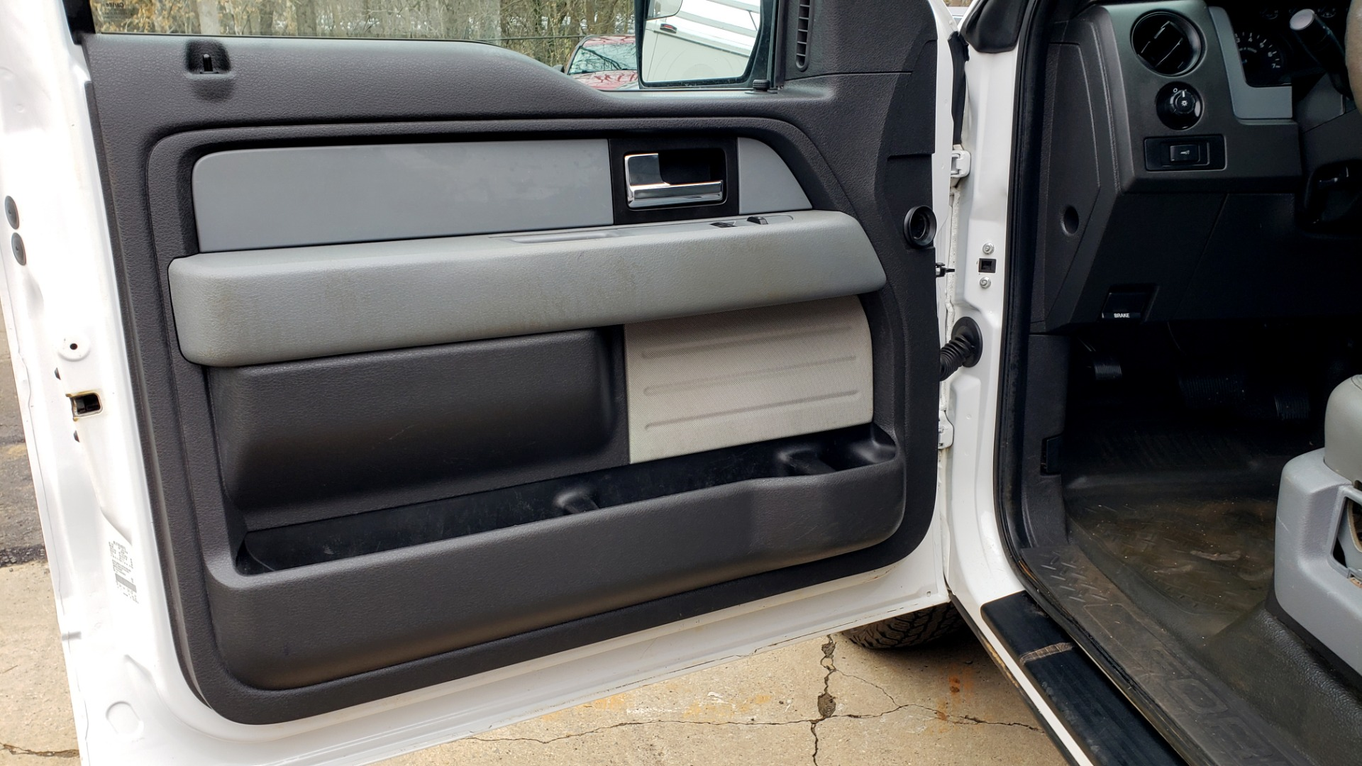 Used 2014 Ford F-150 XL / 2WD / V6 / AUTO / LONG BED / 145IN WB / WORK TRUCK for sale Sold at Formula Imports in Charlotte NC 28227 24