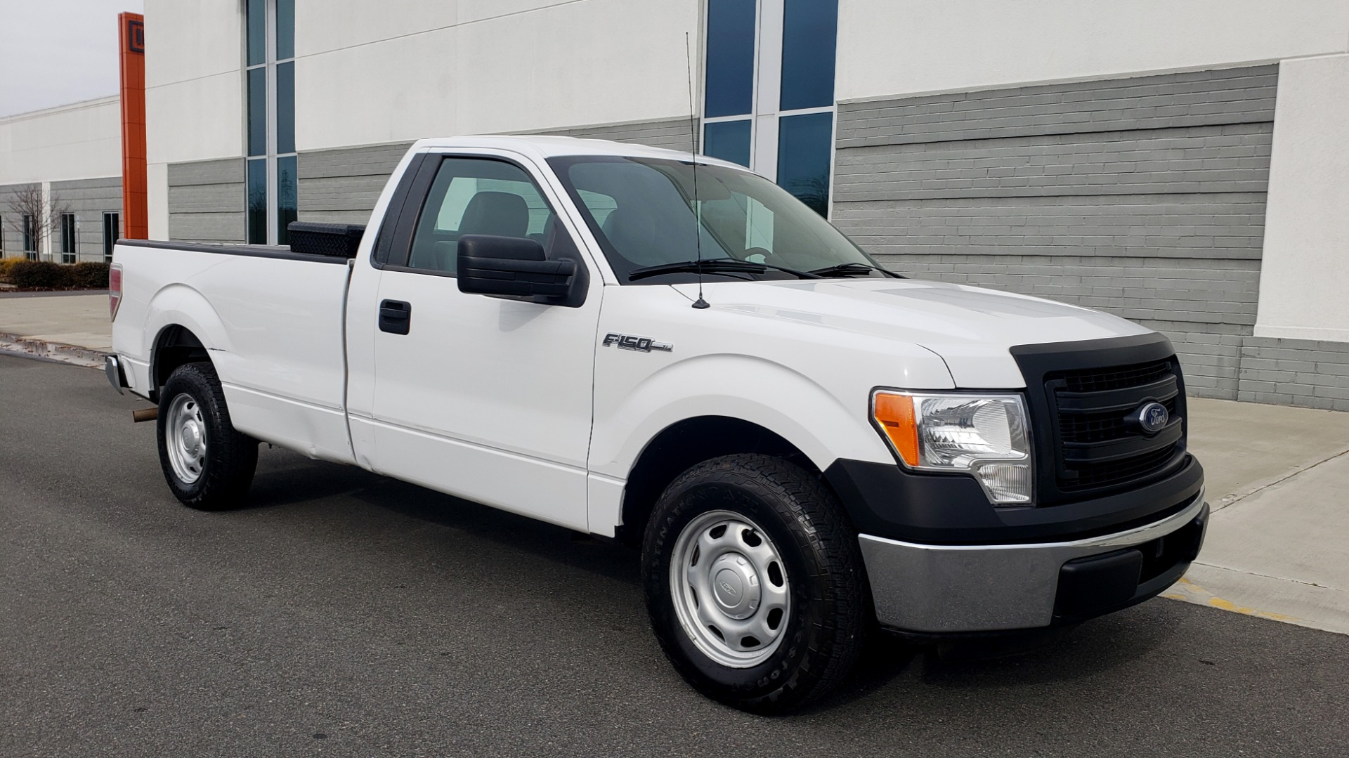 Used 2014 Ford F-150 XL / 2WD / V6 / AUTO / LONG BED / 145IN WB / WORK TRUCK for sale Sold at Formula Imports in Charlotte NC 28227 4
