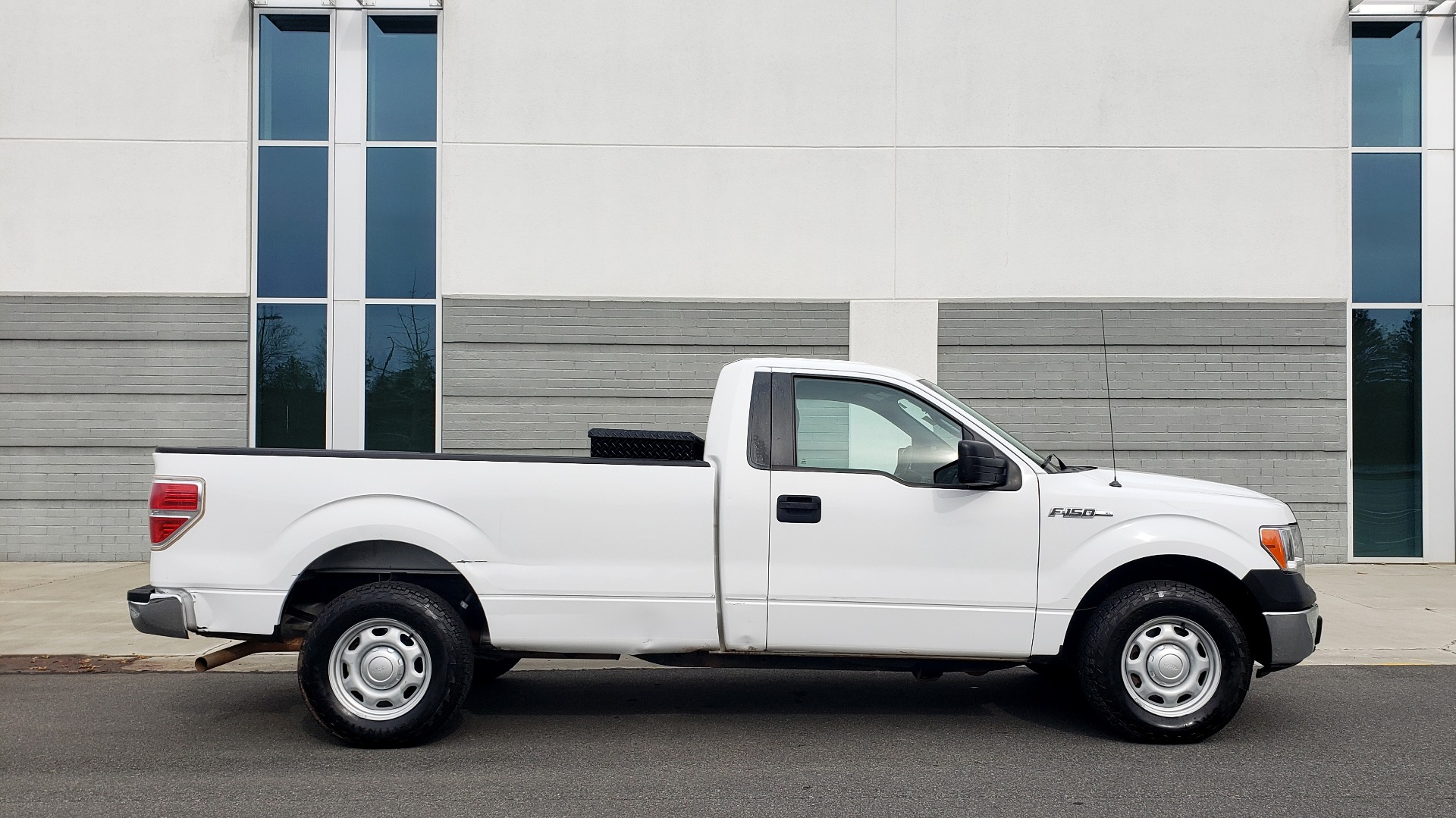 Used 2014 Ford F-150 XL / 2WD / V6 / AUTO / LONG BED / 145IN WB / WORK TRUCK for sale Sold at Formula Imports in Charlotte NC 28227 5