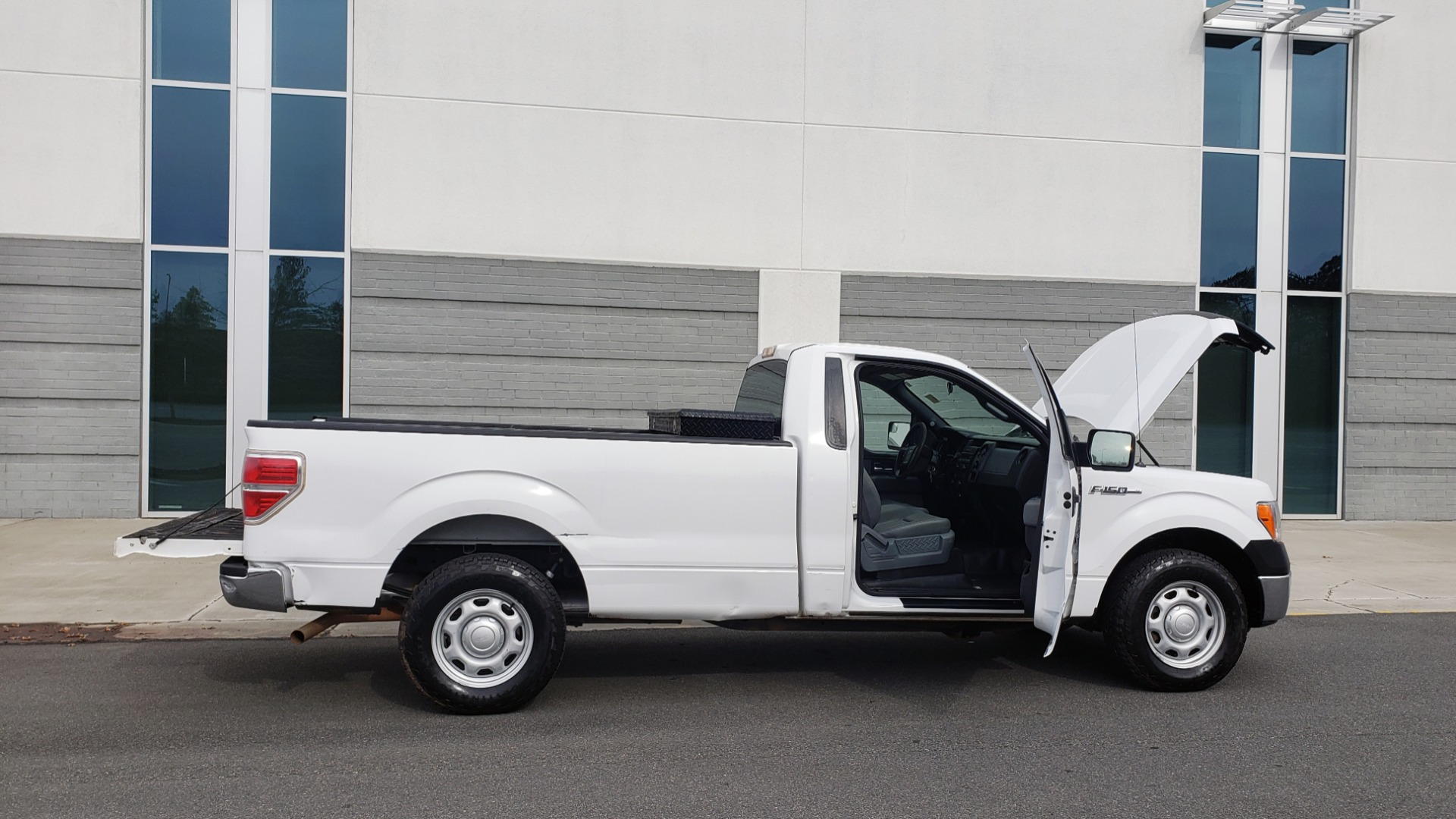 Used 2014 Ford F-150 XL / 2WD / V6 / AUTO / LONG BED / 145IN WB / WORK TRUCK for sale Sold at Formula Imports in Charlotte NC 28227 8