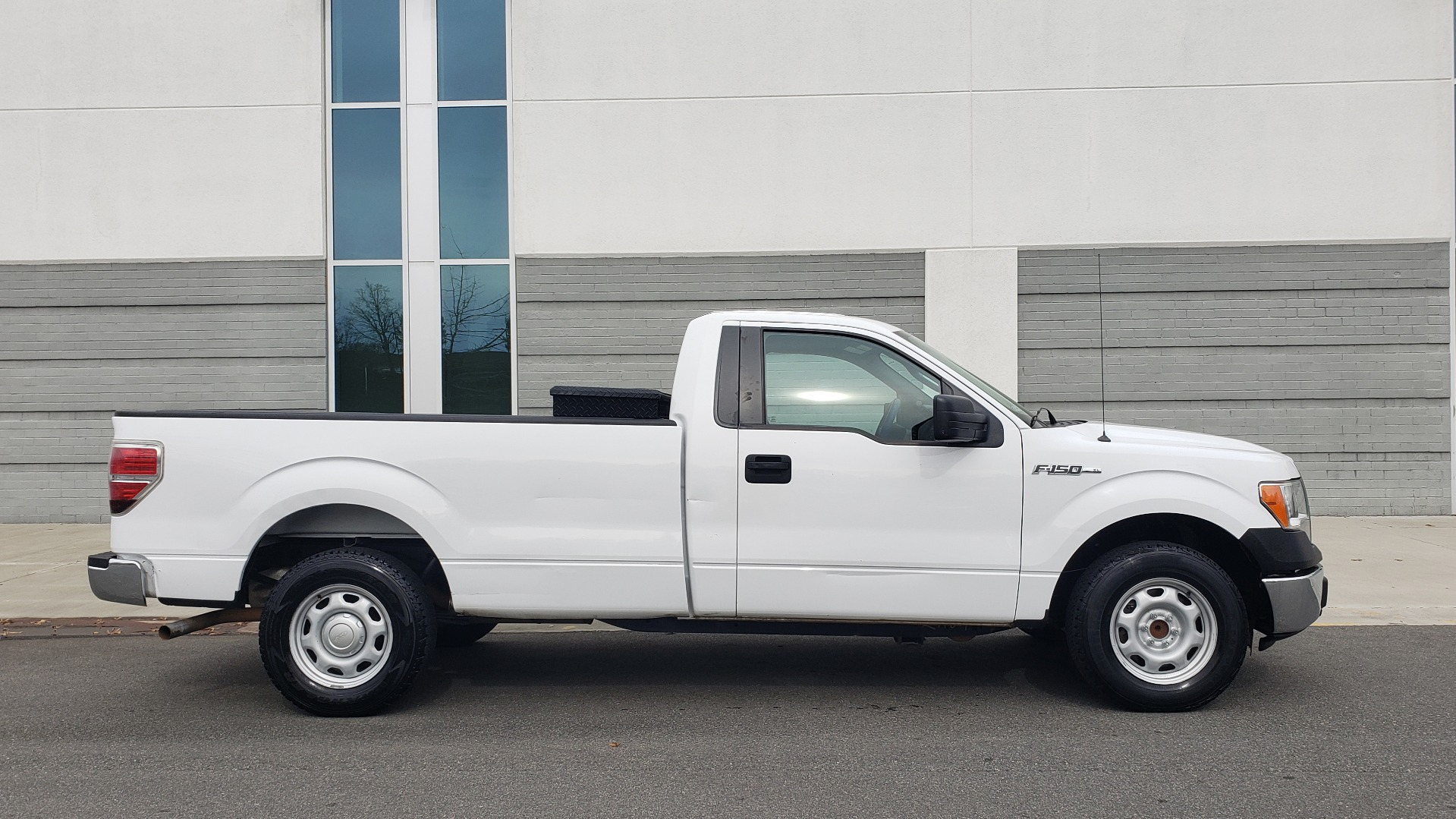 Used 2014 Ford F-150 XL 4X2 REGULAR CAB / 3.7L V6 / 6-SPD AUTO / CRUISE CONTROL for sale $11,995 at Formula Imports in Charlotte NC 28227 5