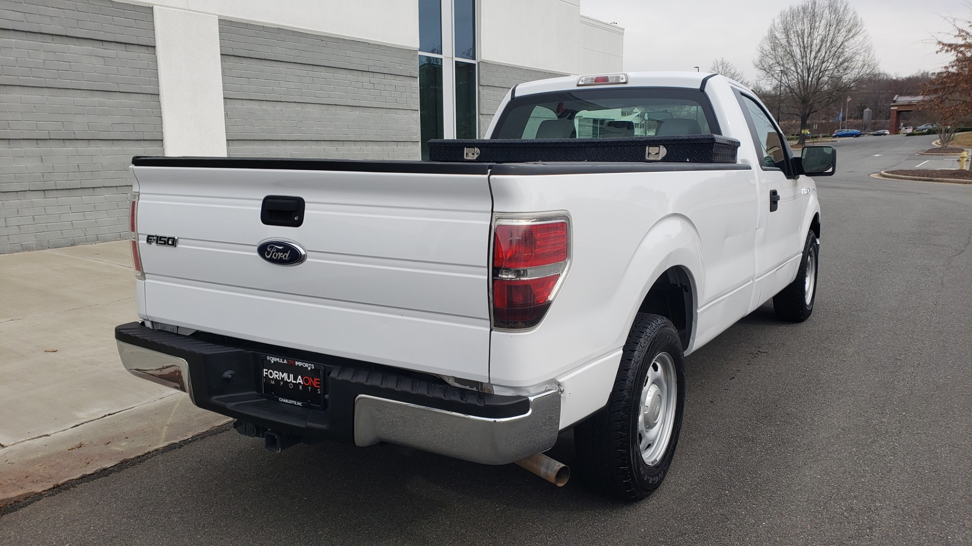 Used 2014 Ford F-150 XL 4X2 REGULAR CAB / 3.7L V6 / 6-SPD AUTO / CRUISE CONTROL for sale $11,995 at Formula Imports in Charlotte NC 28227 6