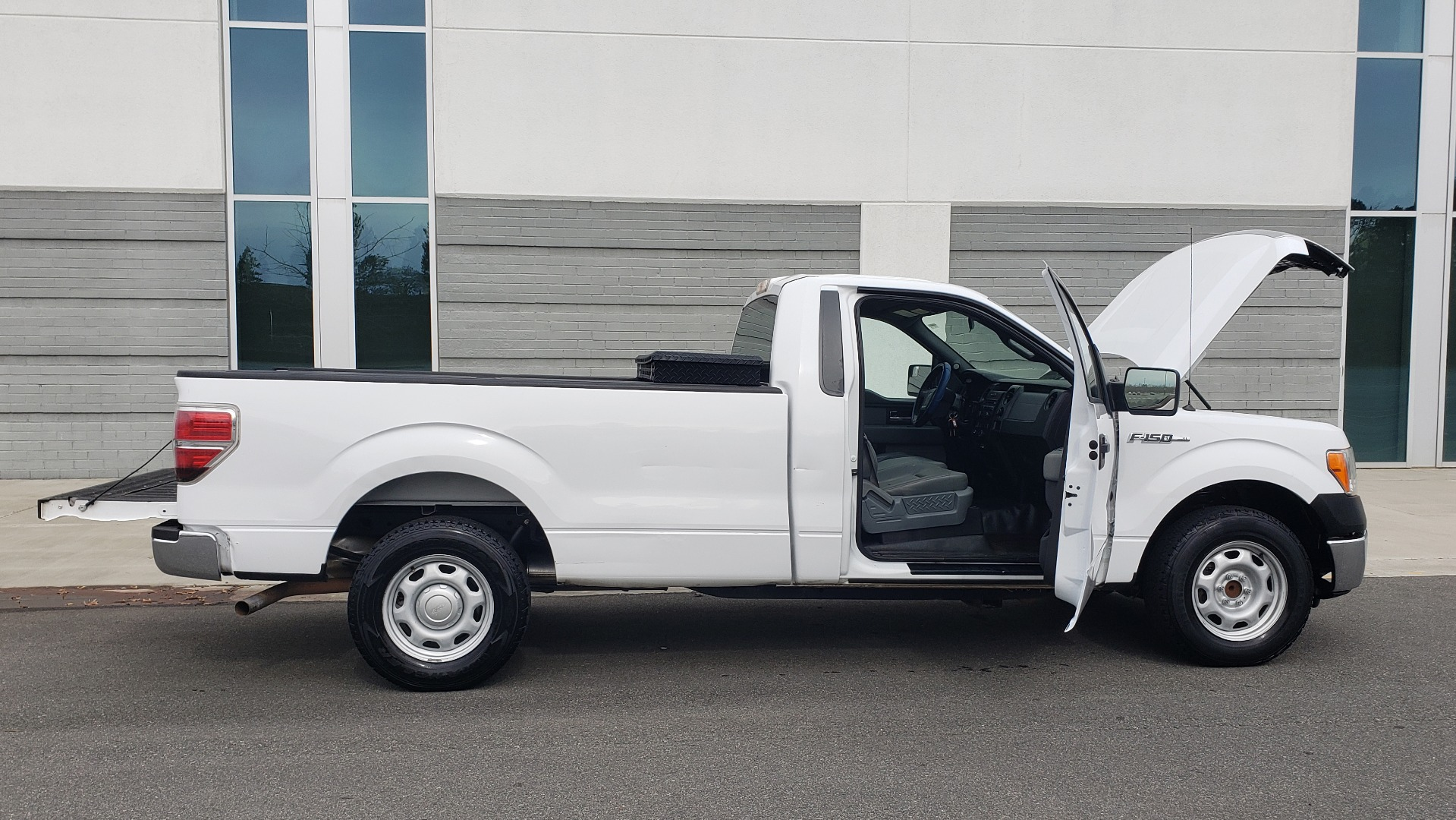 Used 2013 Ford F-150 XL / 2WD / V6 / AUTO / LONG BED / 145IN WB / WORK TRUCK for sale Sold at Formula Imports in Charlotte NC 28227 12