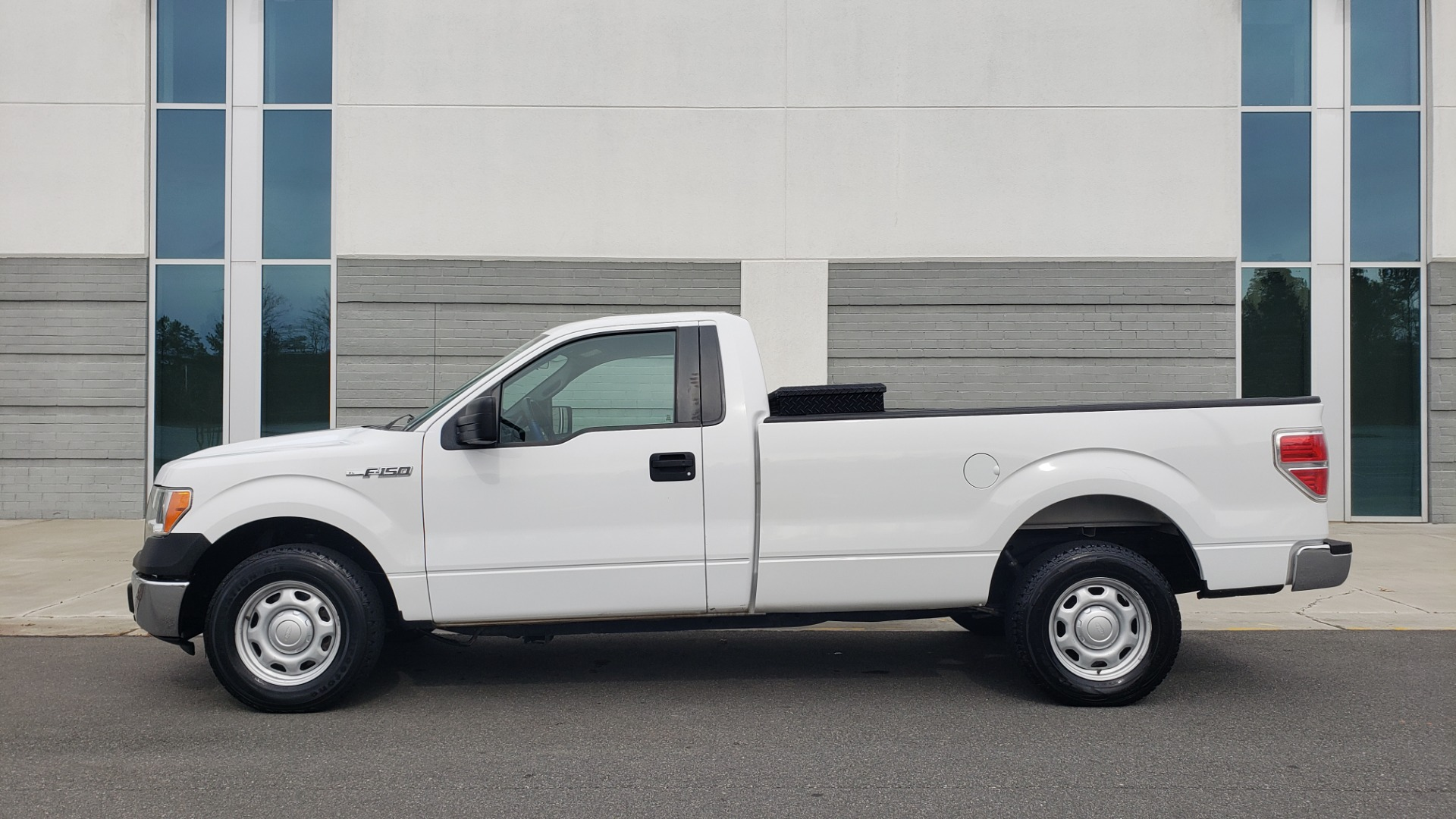 Used 2013 Ford F-150 XL / 2WD / V6 / AUTO / LONG BED / 145IN WB / WORK TRUCK for sale Sold at Formula Imports in Charlotte NC 28227 2
