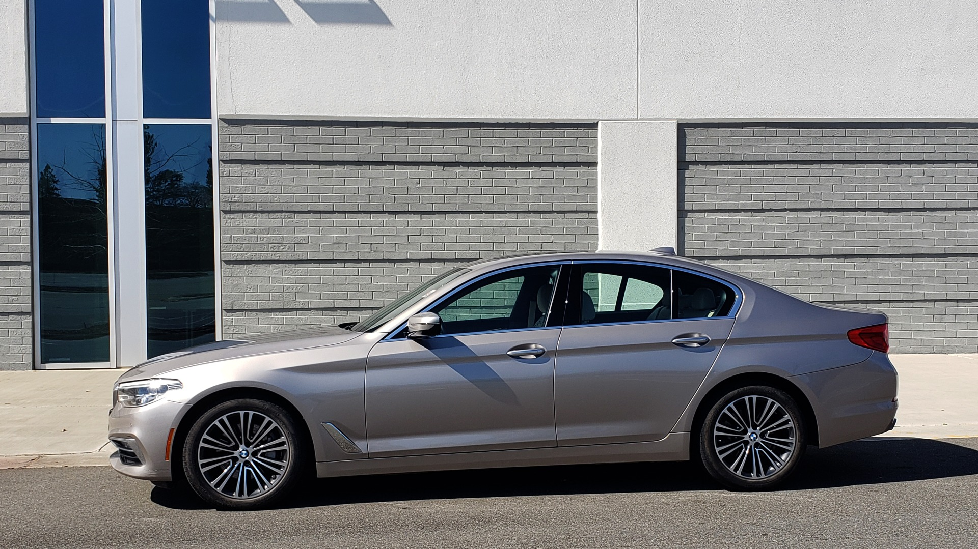 Used 2018 BMW 5 SERIES 540IXDRIVE PREMIUM / DRVR ASST PLUS / LUX PKG / APPLE CARPLAY for sale Sold at Formula Imports in Charlotte NC 28227 2