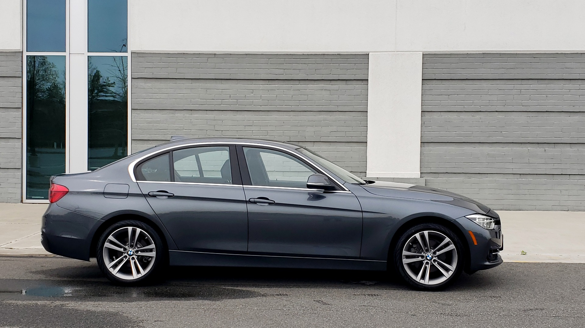 Used 2018 BMW 3 SERIES 330I XDRIVE PREMIUM / CONV PKG NAV / BLIND SPOT / HTD STS / REARVIEW for sale $22,695 at Formula Imports in Charlotte NC 28227 4