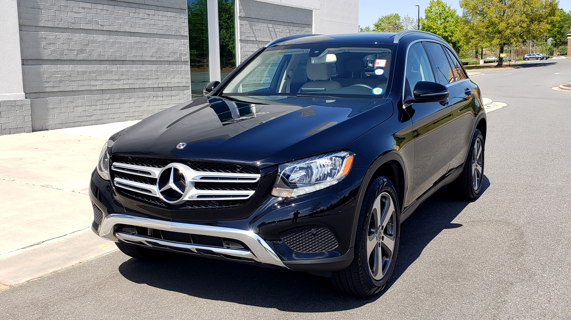 Used 2018 Mercedes-Benz GLC 300 PREMIUM / PANO-ROOF / HTD STS / REARVIEW for sale Sold at Formula Imports in Charlotte NC 28227 2