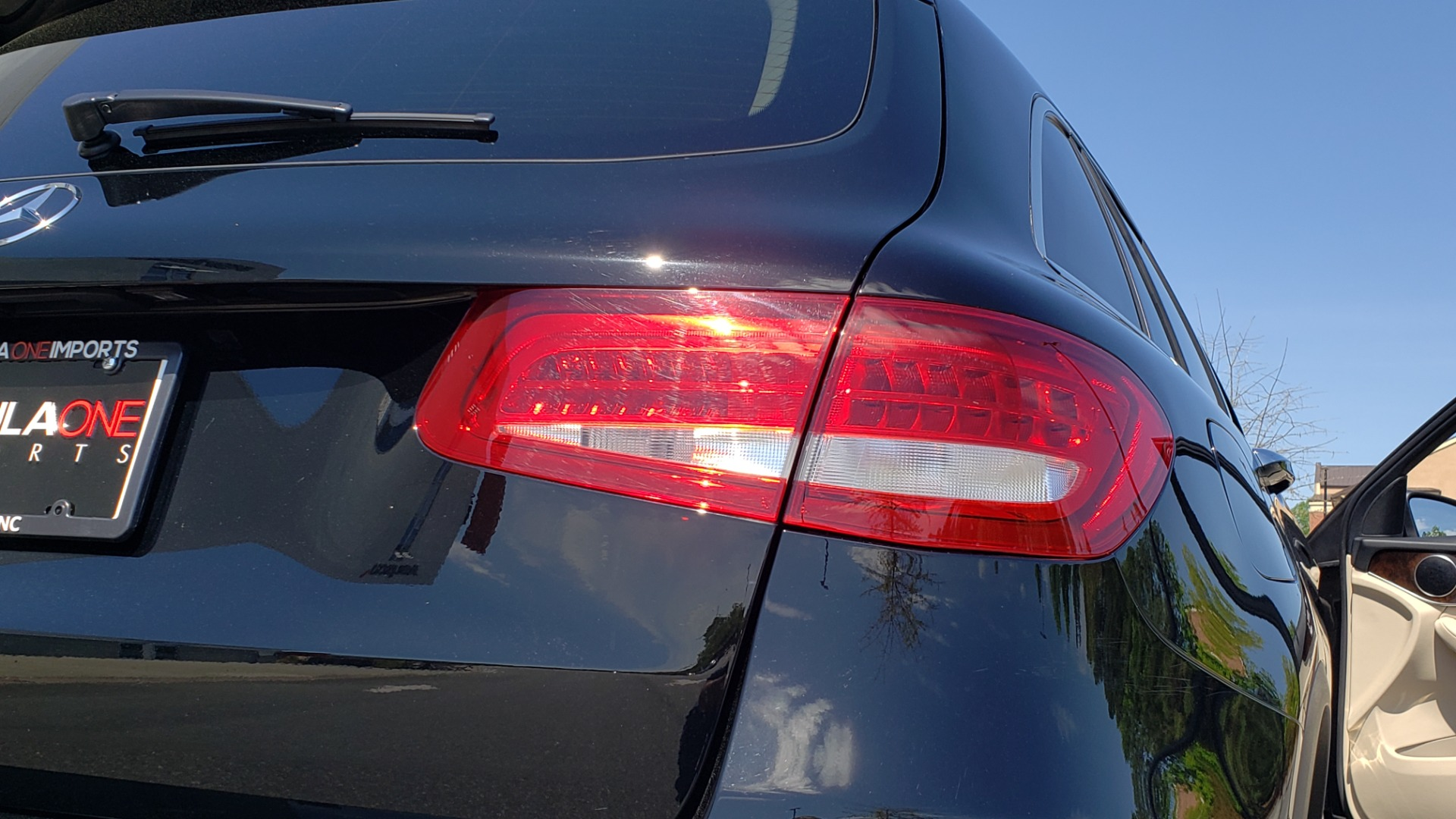 Used 2018 Mercedes-Benz GLC 300 PREMIUM / PANO-ROOF / HTD STS / REARVIEW for sale Sold at Formula Imports in Charlotte NC 28227 26
