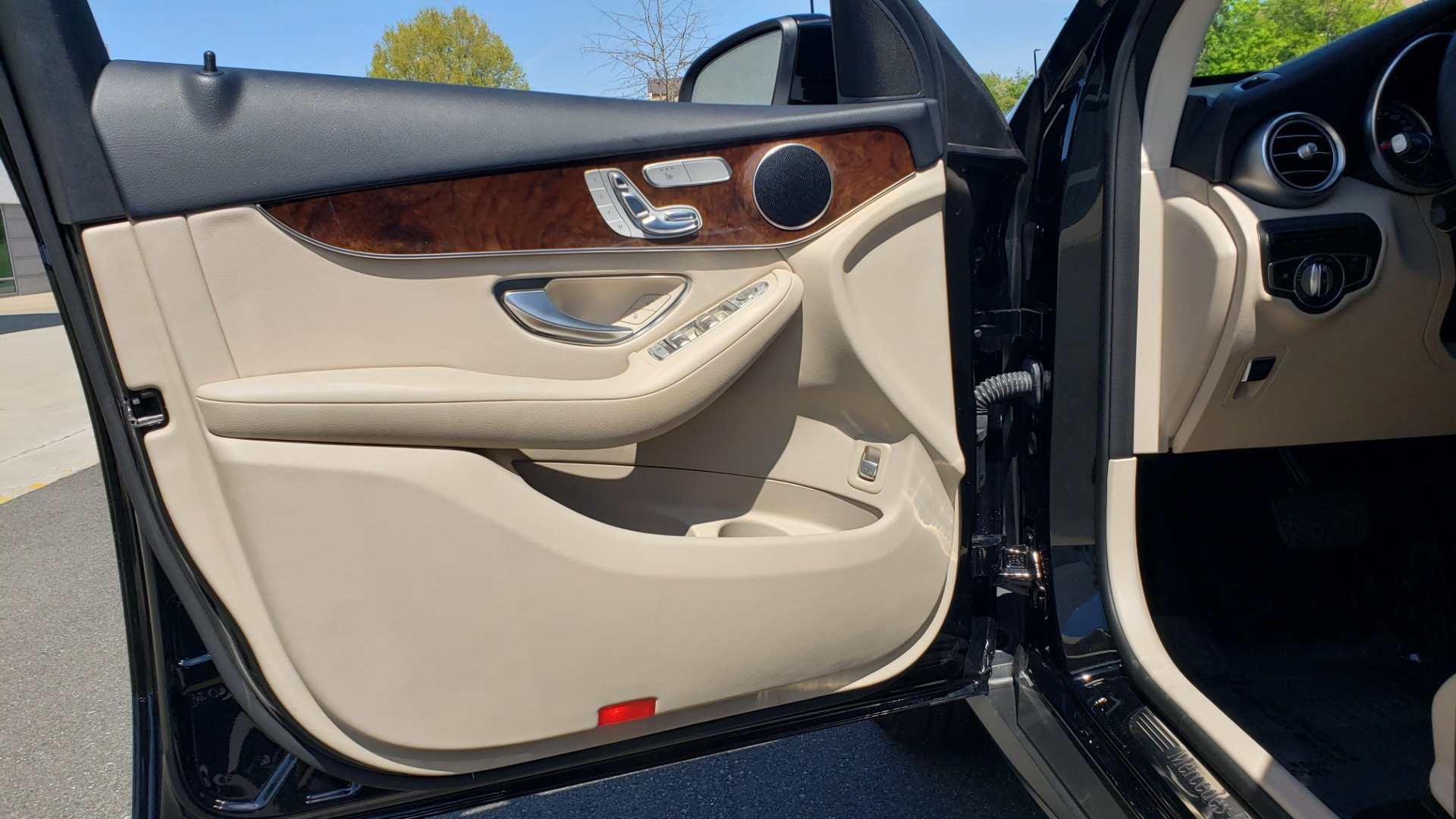 Used 2018 Mercedes-Benz GLC 300 PREMIUM / PANO-ROOF / HTD STS / REARVIEW for sale Sold at Formula Imports in Charlotte NC 28227 27