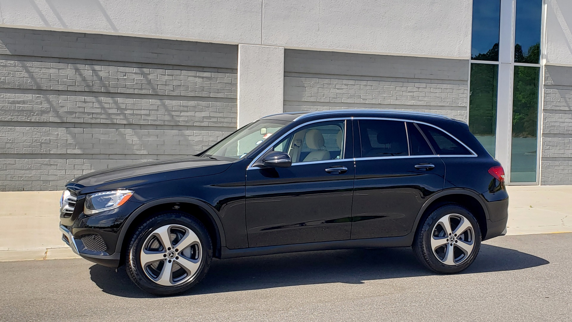 Used 2018 Mercedes-Benz GLC 300 PREMIUM / PANO-ROOF / HTD STS / REARVIEW for sale Sold at Formula Imports in Charlotte NC 28227 3