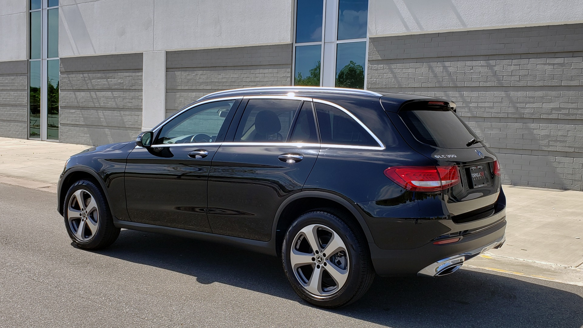 Used 2018 Mercedes-Benz GLC 300 PREMIUM / PANO-ROOF / HTD STS / REARVIEW for sale Sold at Formula Imports in Charlotte NC 28227 4
