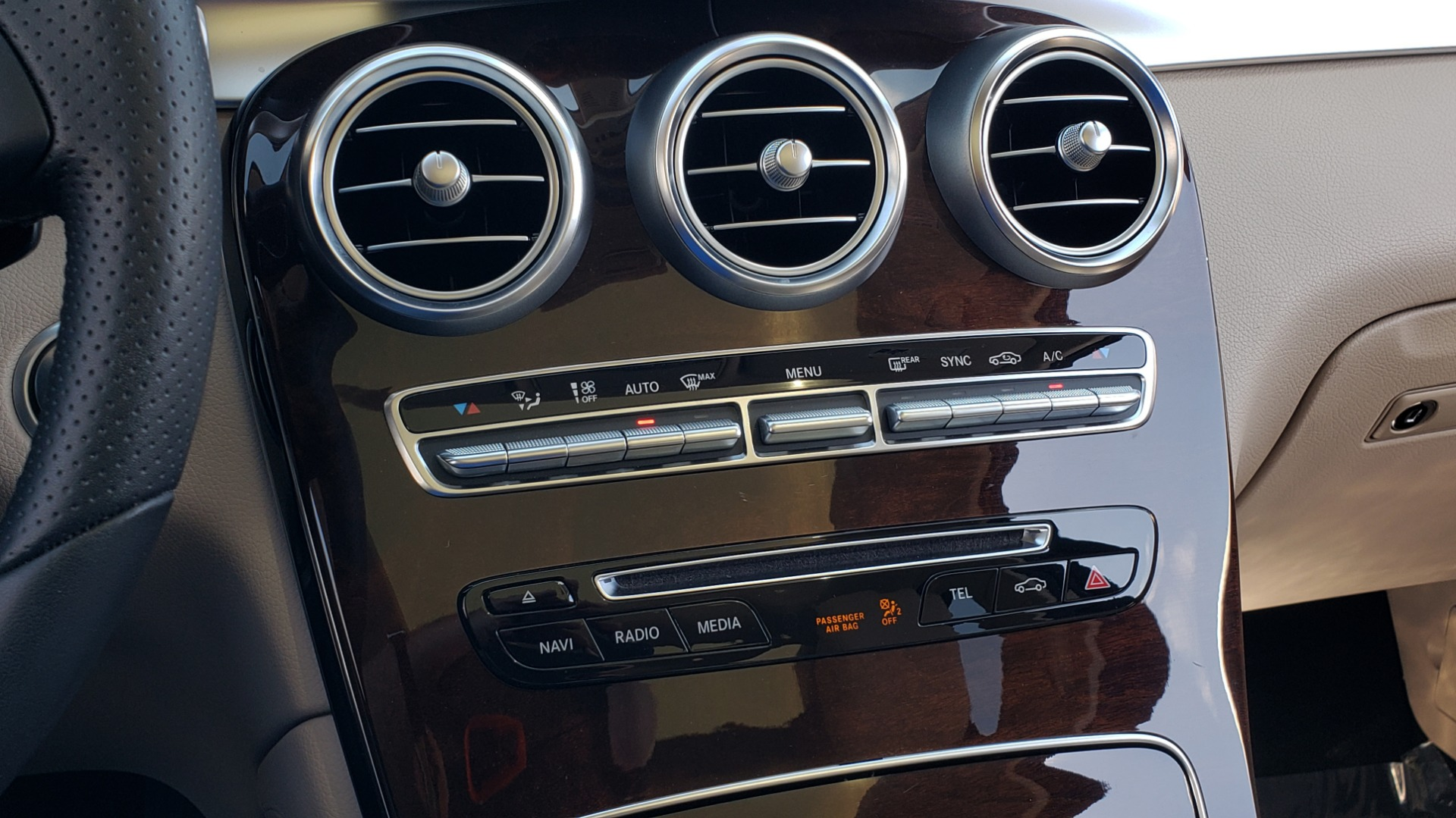Used 2018 Mercedes-Benz GLC 300 PREMIUM / PANO-ROOF / HTD STS / REARVIEW for sale Sold at Formula Imports in Charlotte NC 28227 42