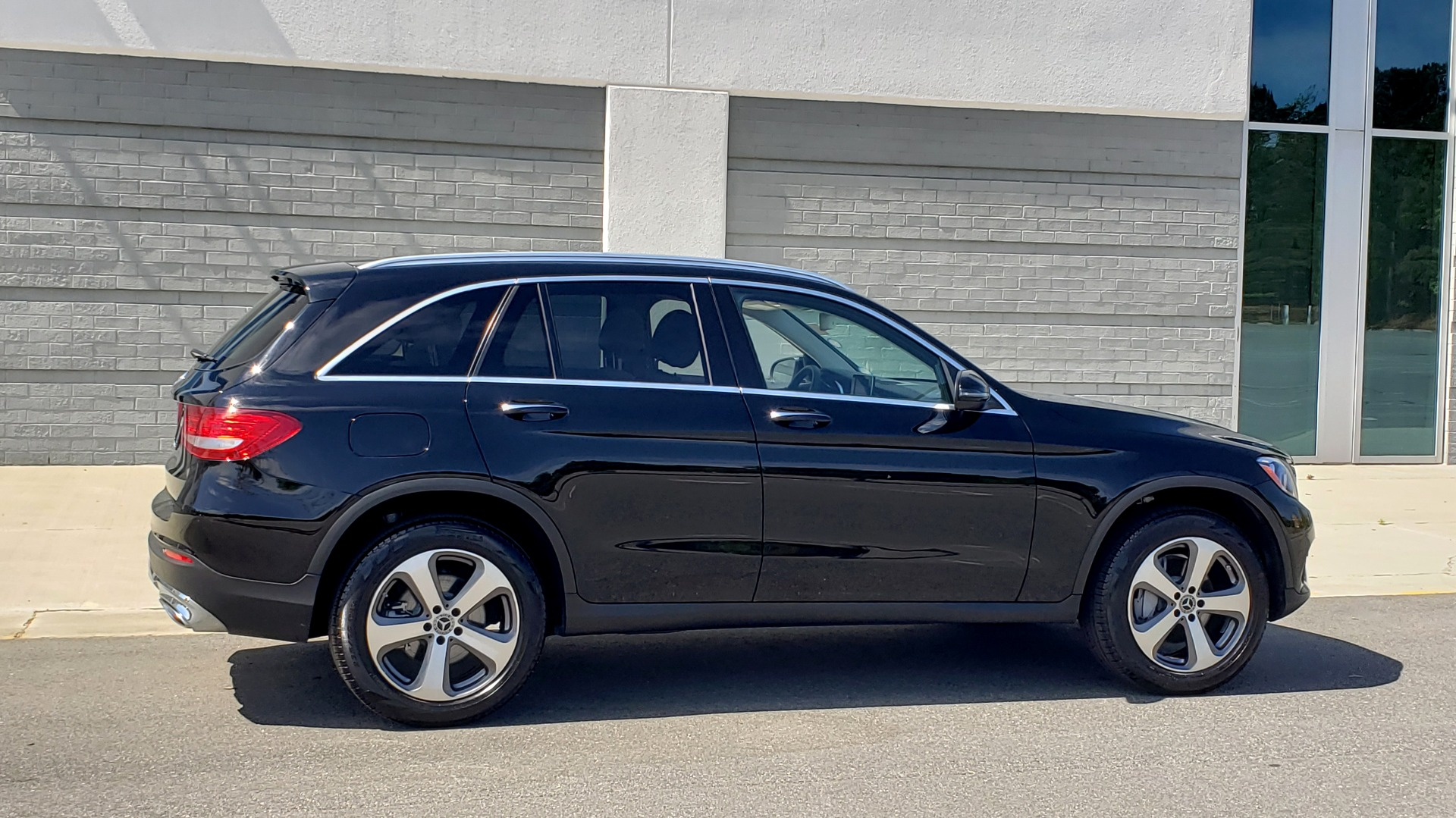 Used 2018 Mercedes-Benz GLC 300 PREMIUM / PANO-ROOF / HTD STS / REARVIEW for sale Sold at Formula Imports in Charlotte NC 28227 6