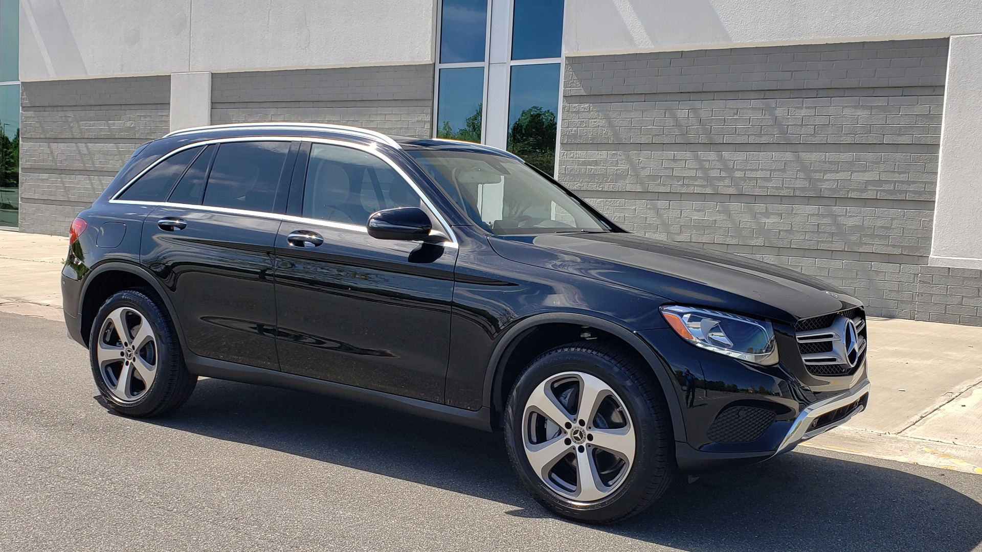 Used 2018 Mercedes-Benz GLC 300 PREMIUM / PANO-ROOF / HTD STS / REARVIEW for sale Sold at Formula Imports in Charlotte NC 28227 7