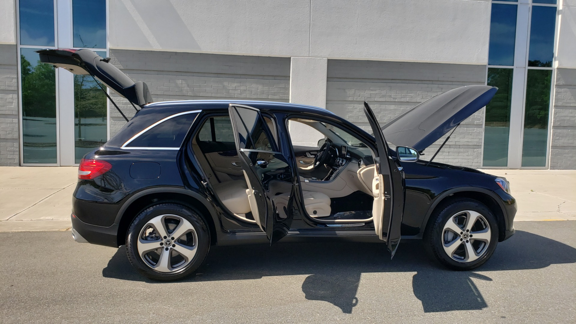 Used 2018 Mercedes-Benz GLC 300 PREMIUM / PANO-ROOF / HTD STS / REARVIEW for sale Sold at Formula Imports in Charlotte NC 28227 9