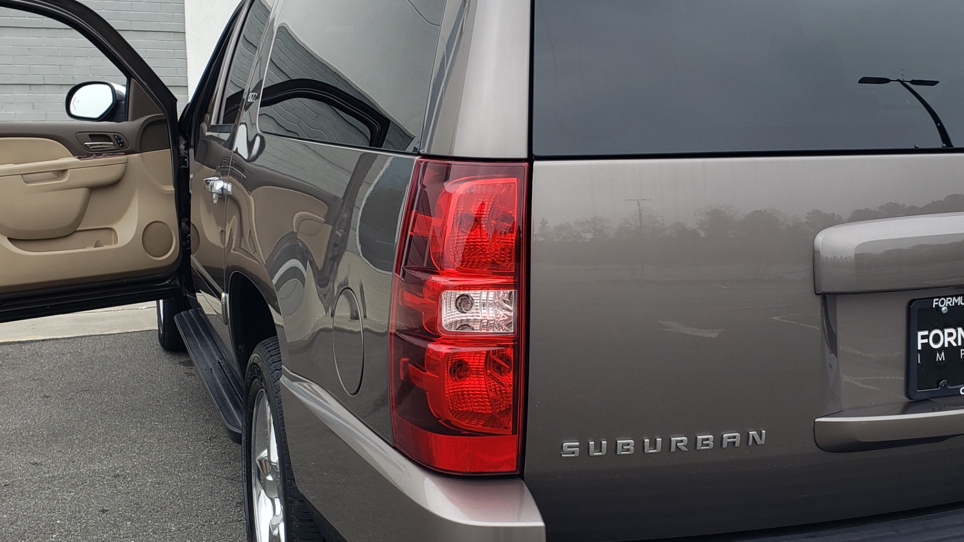 Used 2014 Chevrolet SUBURBAN LTZ / 4WD / ENTERTAINMENT / NAV / SUNROOF / TRAILER PKG for sale Sold at Formula Imports in Charlotte NC 28227 28