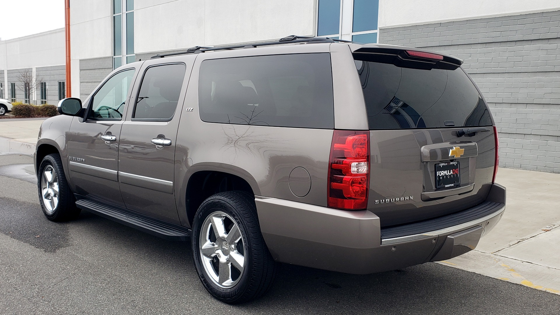 Used 2014 Chevrolet SUBURBAN LTZ / 4WD / ENTERTAINMENT / NAV / SUNROOF / TRAILER PKG for sale Sold at Formula Imports in Charlotte NC 28227 5