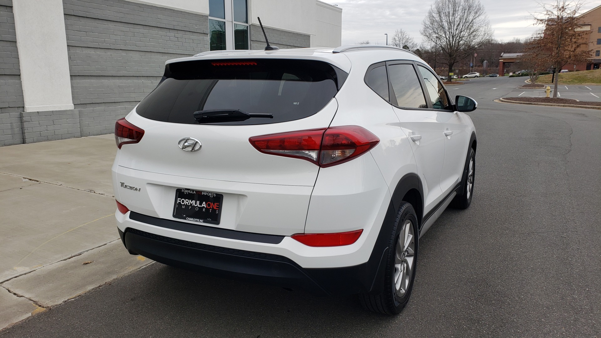 Used 2017 Hyundai TUCSON SE / 2.0L / 6-SPD AUTO / CLOTH / REARVIEW CAMERA for sale Sold at Formula Imports in Charlotte NC 28227 2