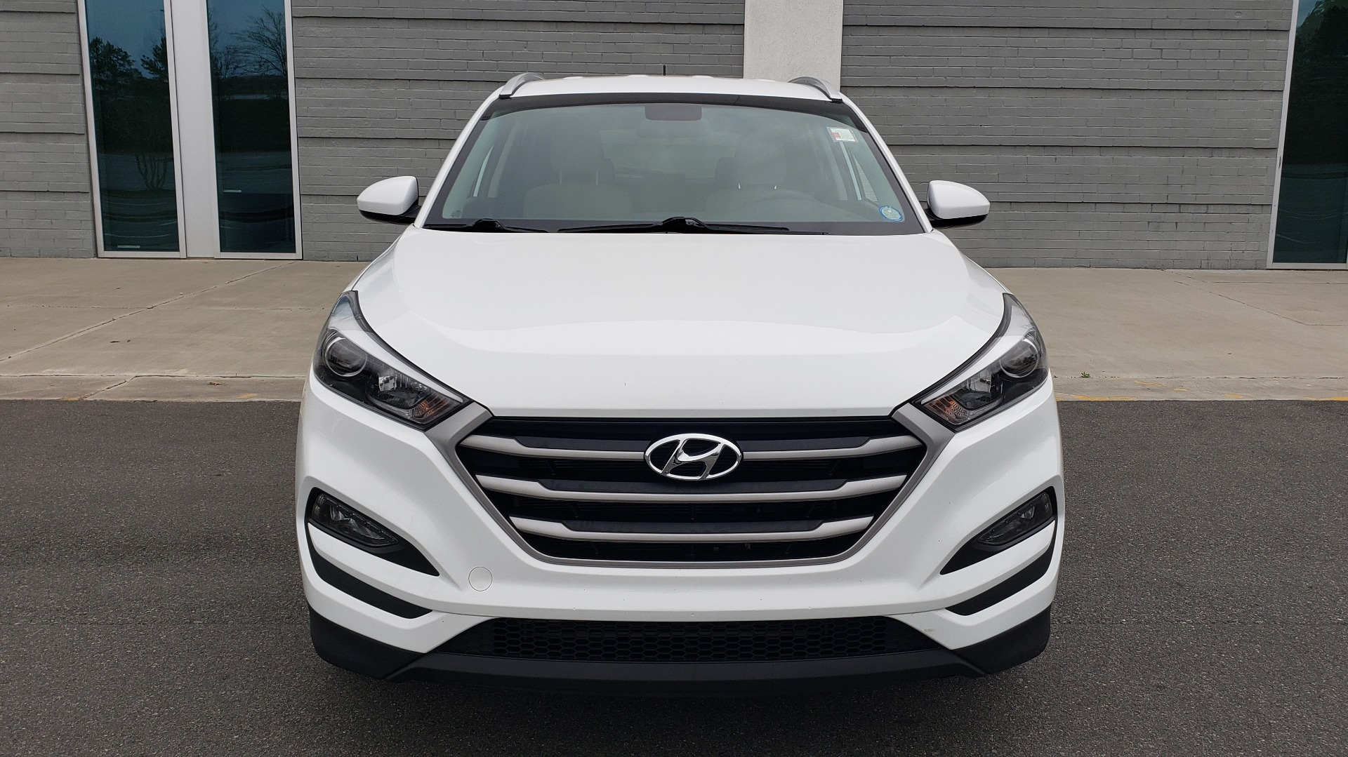 Used 2017 Hyundai TUCSON SE / 2.0L / 6-SPD AUTO / CLOTH / REARVIEW CAMERA for sale Sold at Formula Imports in Charlotte NC 28227 22