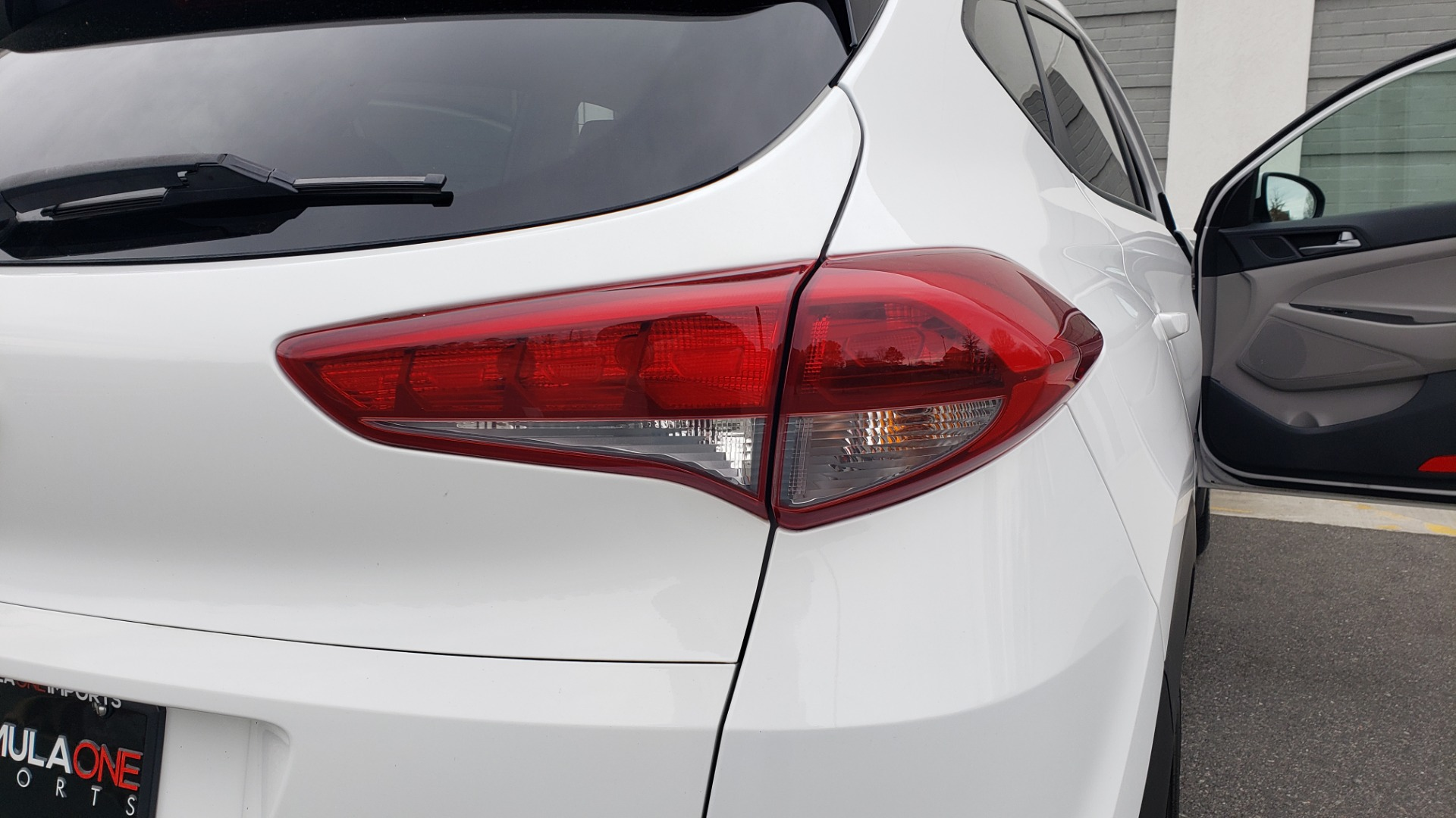 Used 2017 Hyundai TUCSON SE / 2.0L / 6-SPD AUTO / CLOTH / REARVIEW CAMERA for sale Sold at Formula Imports in Charlotte NC 28227 30