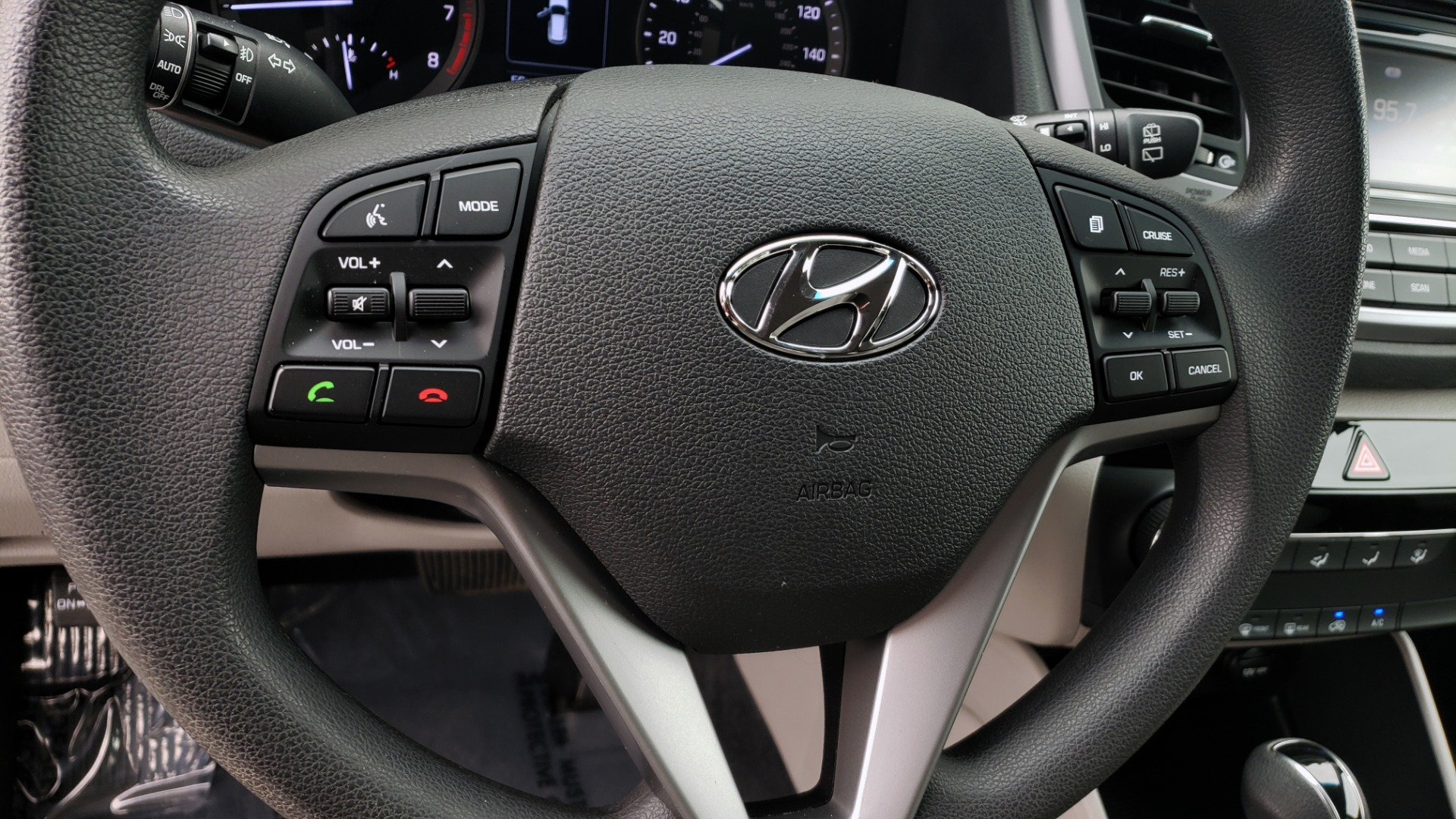 Used 2017 Hyundai TUCSON SE / 2.0L / 6-SPD AUTO / CLOTH / REARVIEW CAMERA for sale Sold at Formula Imports in Charlotte NC 28227 41