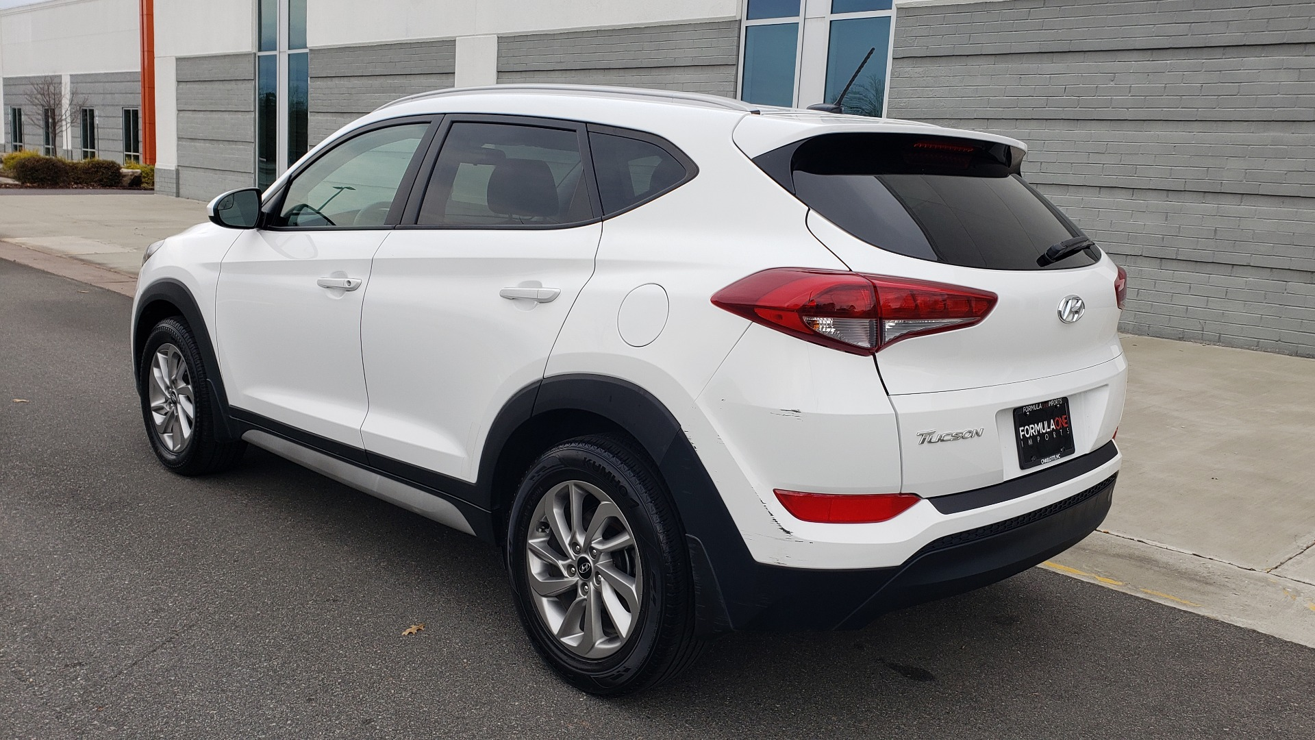 Used 2017 Hyundai TUCSON SE / 2.0L / 6-SPD AUTO / CLOTH / REARVIEW CAMERA for sale Sold at Formula Imports in Charlotte NC 28227 5
