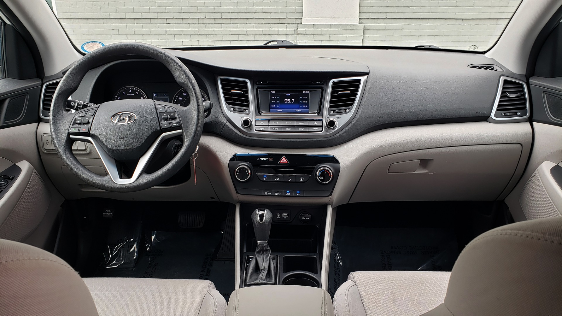 Used 2017 Hyundai TUCSON SE / 2.0L / 6-SPD AUTO / CLOTH / REARVIEW CAMERA for sale Sold at Formula Imports in Charlotte NC 28227 73