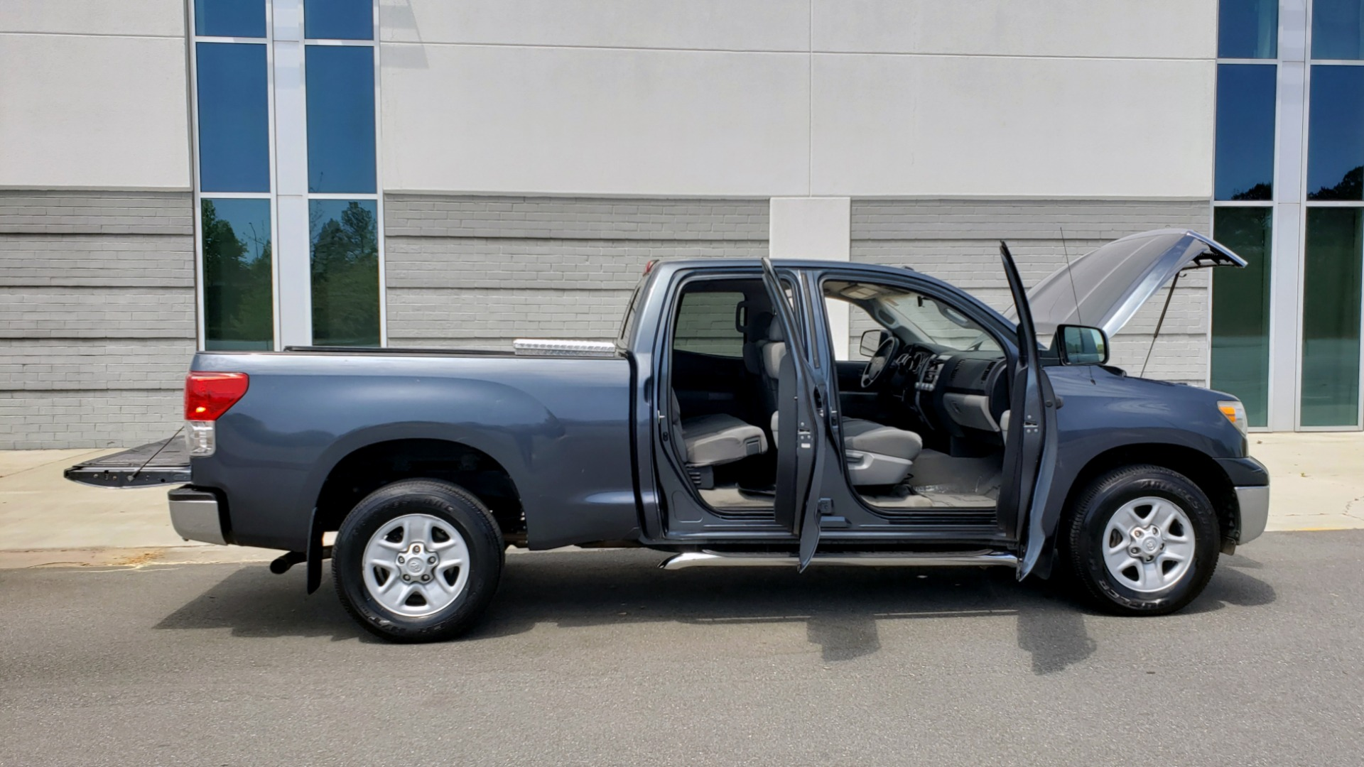 Used 2010 Toyota TUNDRA DOUBLECAB 4X4 / 4.6L V8 / 6-SPD AUTO / TOW PKG / 18IN WHEELS for sale Sold at Formula Imports in Charlotte NC 28227 11