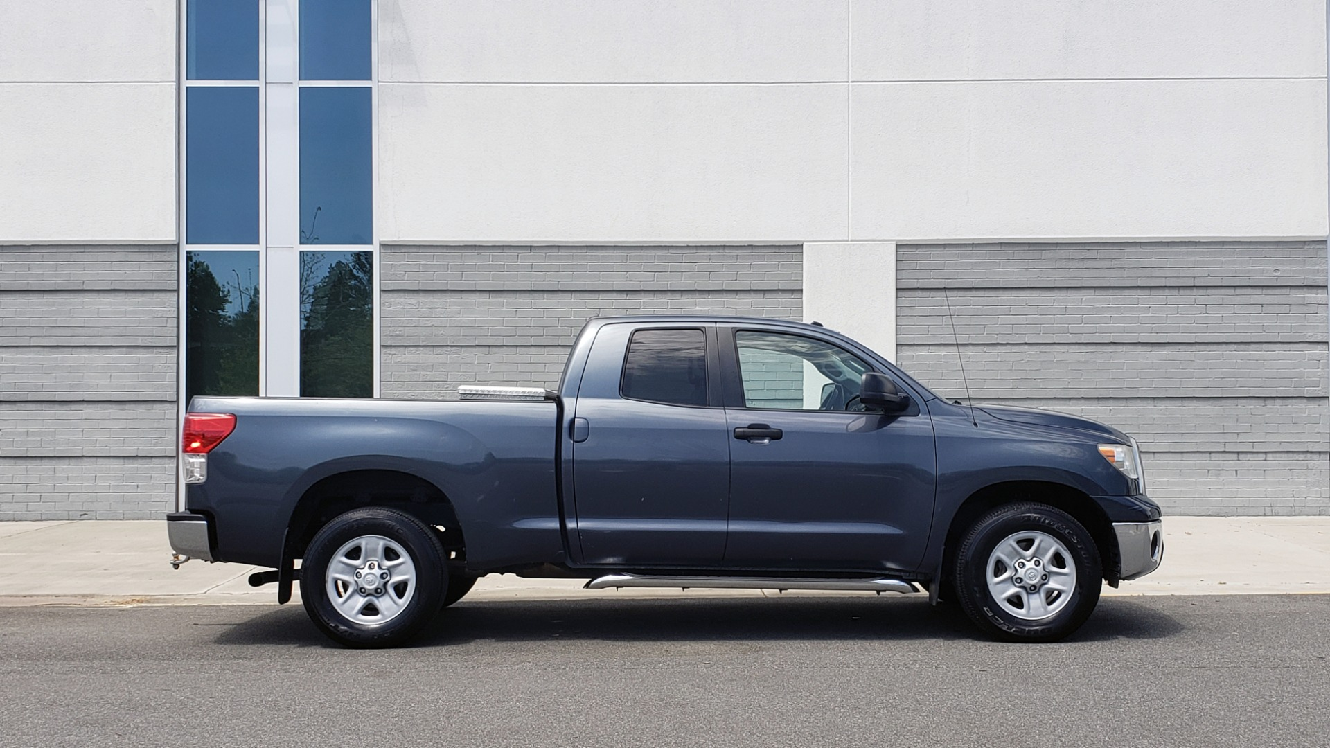 Used 2010 Toyota TUNDRA DOUBLECAB 4X4 / 4.6L V8 / 6-SPD AUTO / TOW PKG / 18IN WHEELS for sale Sold at Formula Imports in Charlotte NC 28227 7