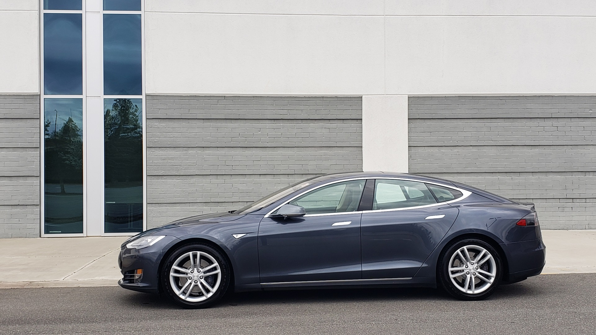 Used 2014 Tesla MODEL S 60 kWh BATTERY / TECH / NAV / SUBZERO / SUNROOF / REARVIEW for sale Sold at Formula Imports in Charlotte NC 28227 4