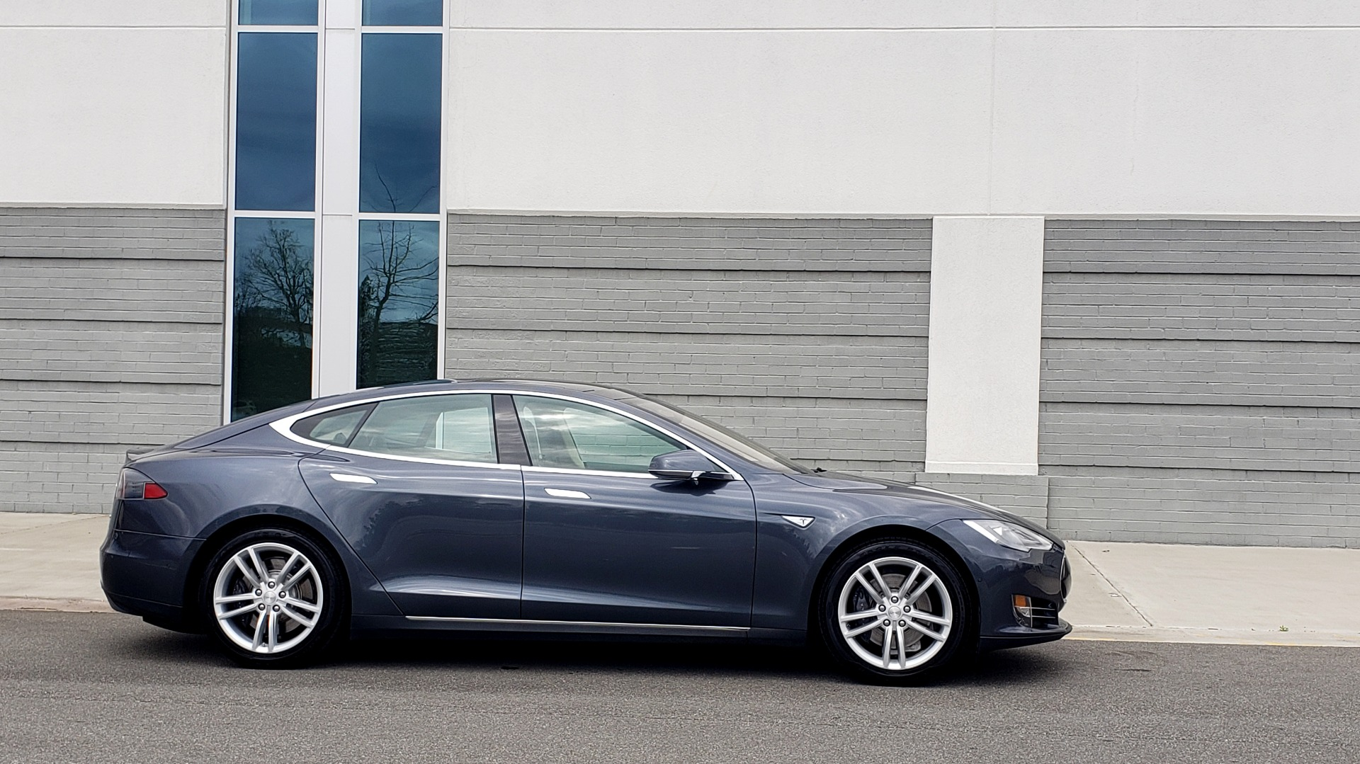Used 2014 Tesla MODEL S 60 kWh BATTERY / TECH / NAV / SUBZERO / SUNROOF / REARVIEW for sale Sold at Formula Imports in Charlotte NC 28227 7