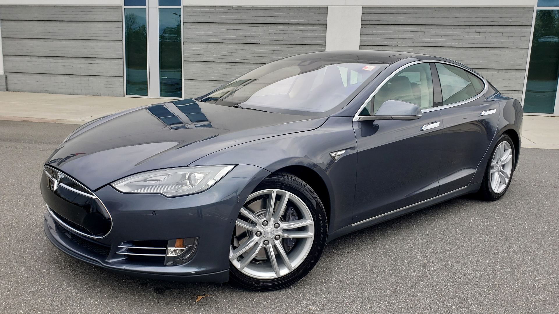 Used 2014 Tesla MODEL S 60 kWh BATTERY / TECH / NAV / SUBZERO / SUNROOF / REARVIEW for sale Sold at Formula Imports in Charlotte NC 28227 1
