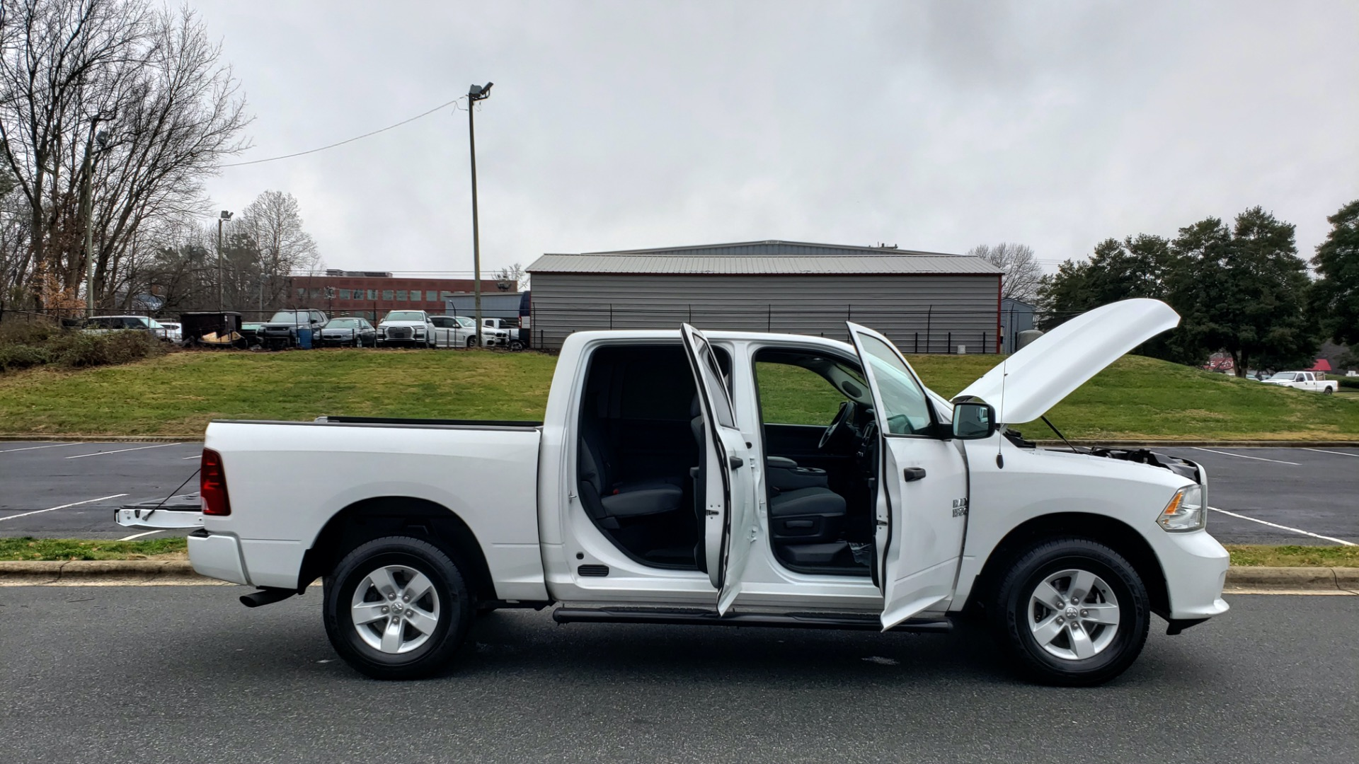 Used 2016 Ram 1500 EXPRESS / CREW CAB / 4X4 / BED LINER / 32-GALLON TANK for sale Sold at Formula Imports in Charlotte NC 28227 16