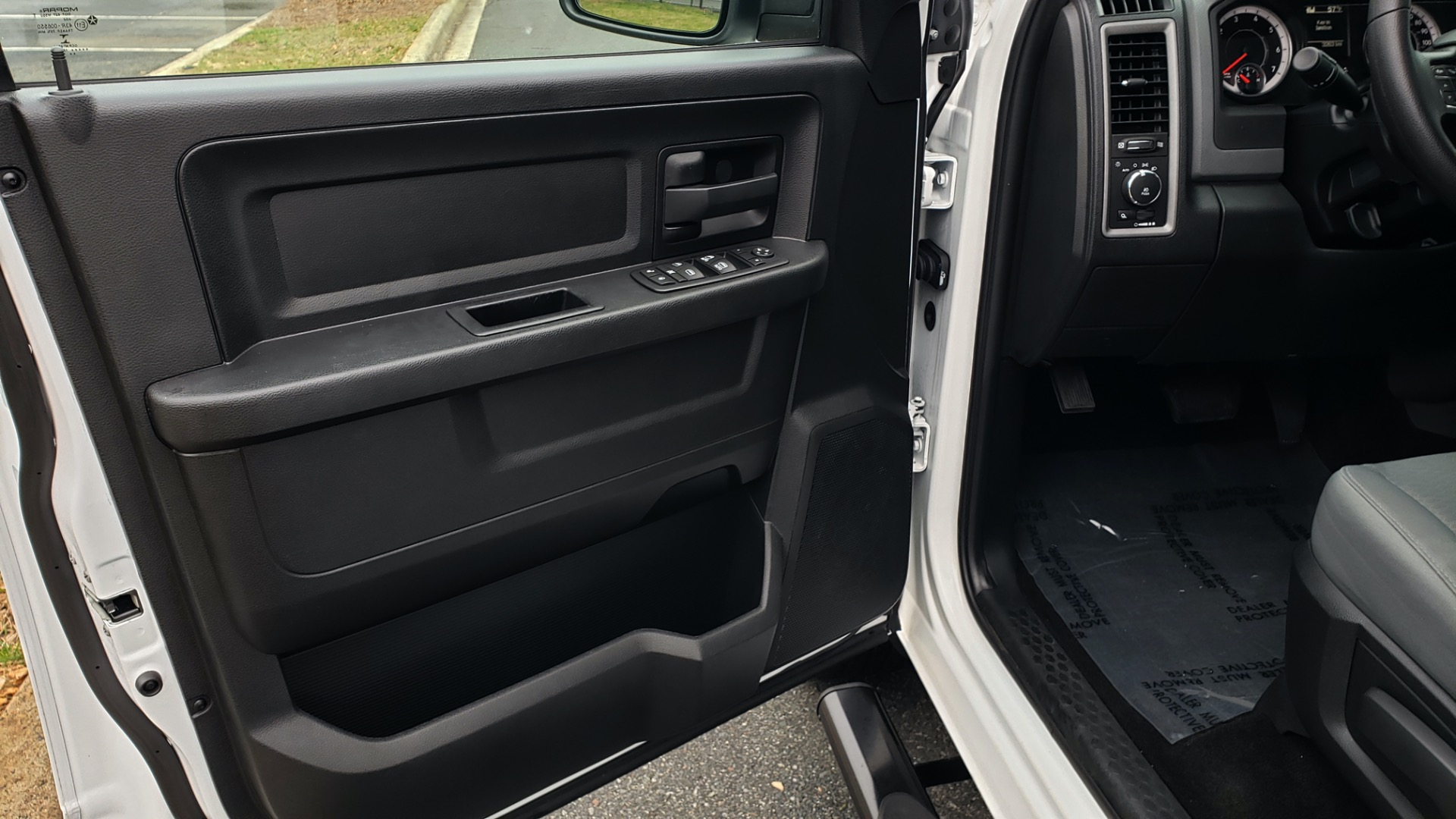Used 2016 Ram 1500 EXPRESS / CREW CAB / 4X4 / BED LINER / 32-GALLON TANK for sale Sold at Formula Imports in Charlotte NC 28227 31
