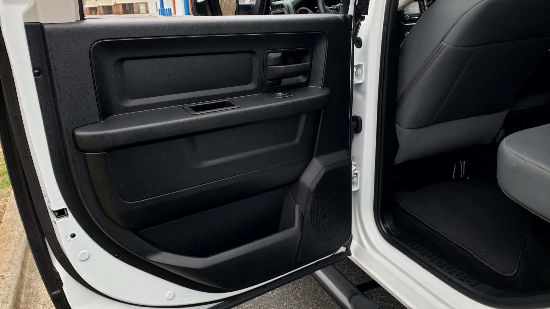 Used 2016 Ram 1500 EXPRESS / CREW CAB / 4X4 / BED LINER / 32-GALLON TANK for sale Sold at Formula Imports in Charlotte NC 28227 51