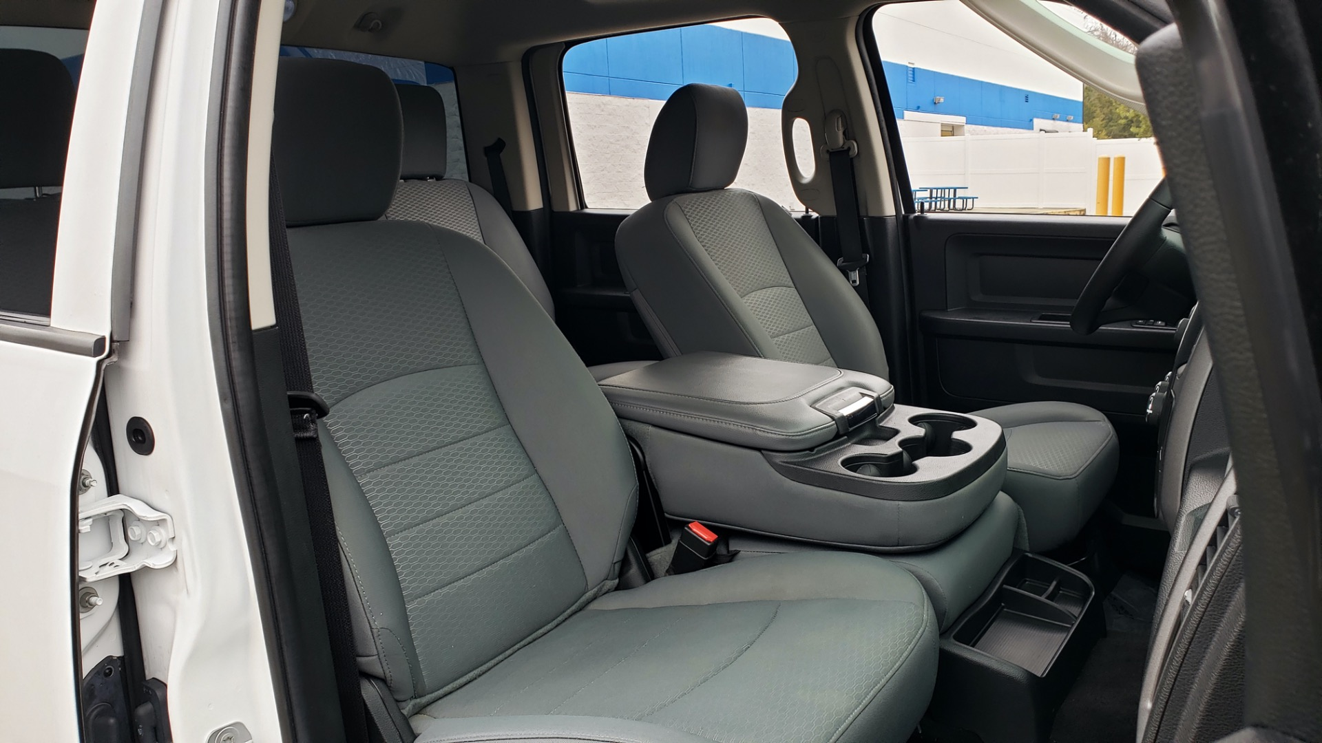 Used 2016 Ram 1500 EXPRESS / CREW CAB / 4X4 / BED LINER / 32-GALLON TANK for sale Sold at Formula Imports in Charlotte NC 28227 59