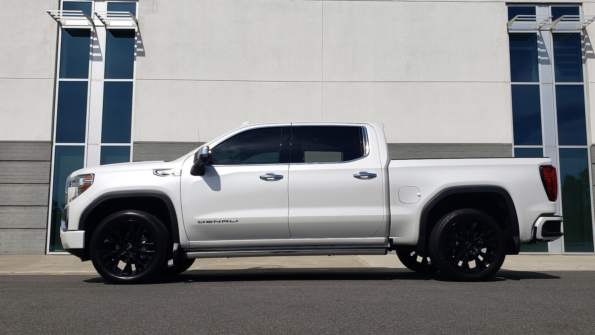 Used 2020 GMC SIERRA 1500 DENALI 4X4 CREWCAB 6.2L V8 / TECH / NAV / SUNROOF / DRVR ALERT II for sale Sold at Formula Imports in Charlotte NC 28227 4