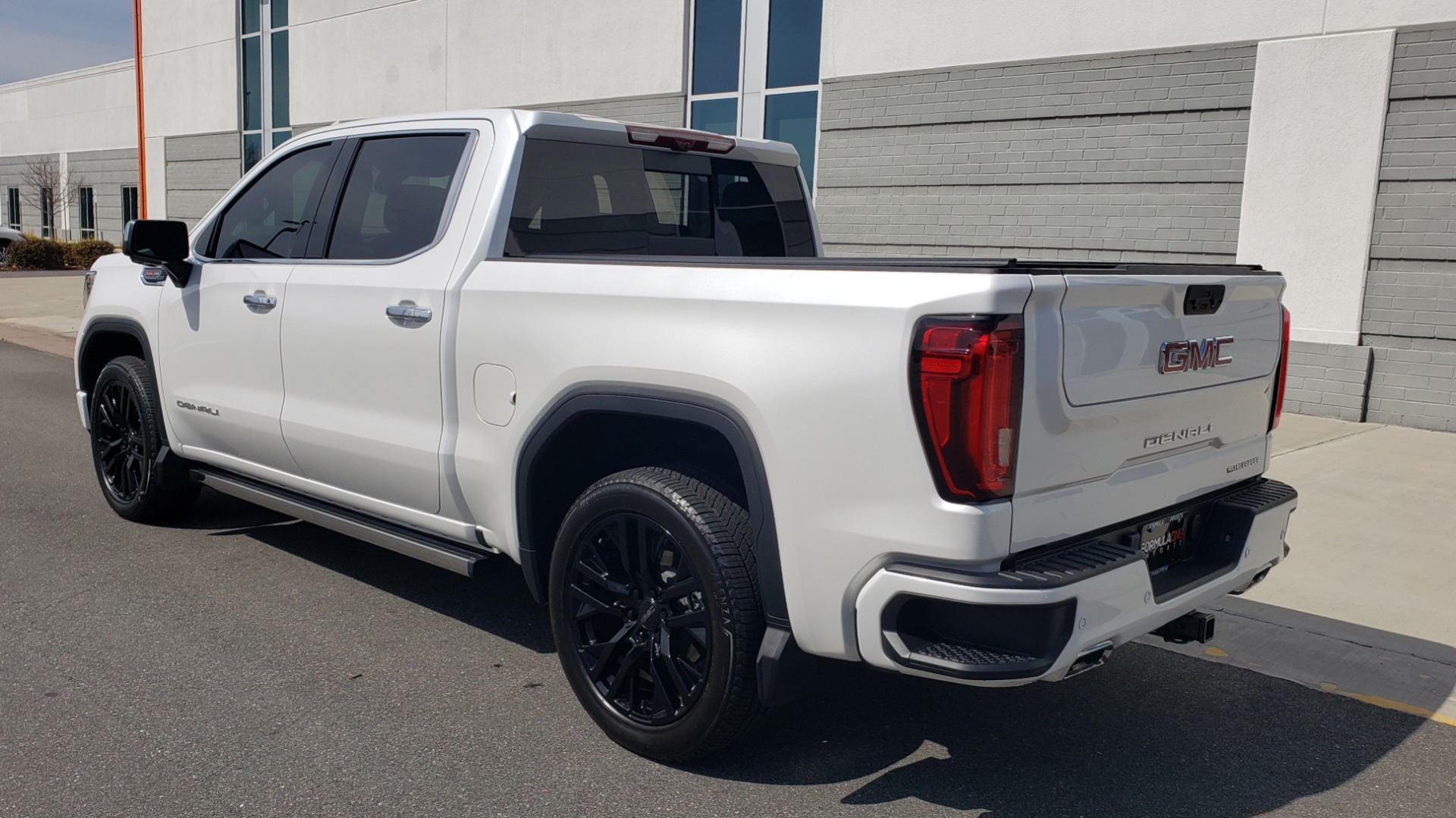 Used 2020 GMC SIERRA 1500 DENALI 4X4 CREWCAB 6.2L V8 / TECH / NAV / SUNROOF / DRVR ALERT II for sale Sold at Formula Imports in Charlotte NC 28227 5