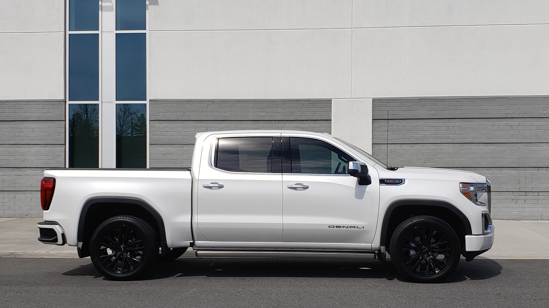 Used 2020 GMC SIERRA 1500 DENALI 4X4 CREWCAB 6.2L V8 / TECH / NAV / SUNROOF / DRVR ALERT II for sale Sold at Formula Imports in Charlotte NC 28227 7