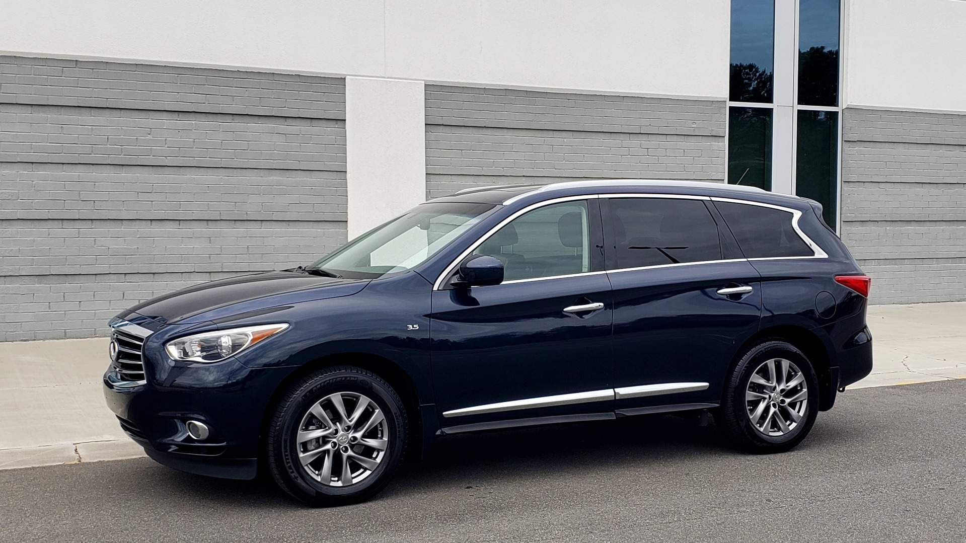 Used 2015 INFINITI QX60 3.5L SUV / CVT AUTO / 3-ROW / SUNROOF / REARVIEW for sale $23,995 at Formula Imports in Charlotte NC 28227 3