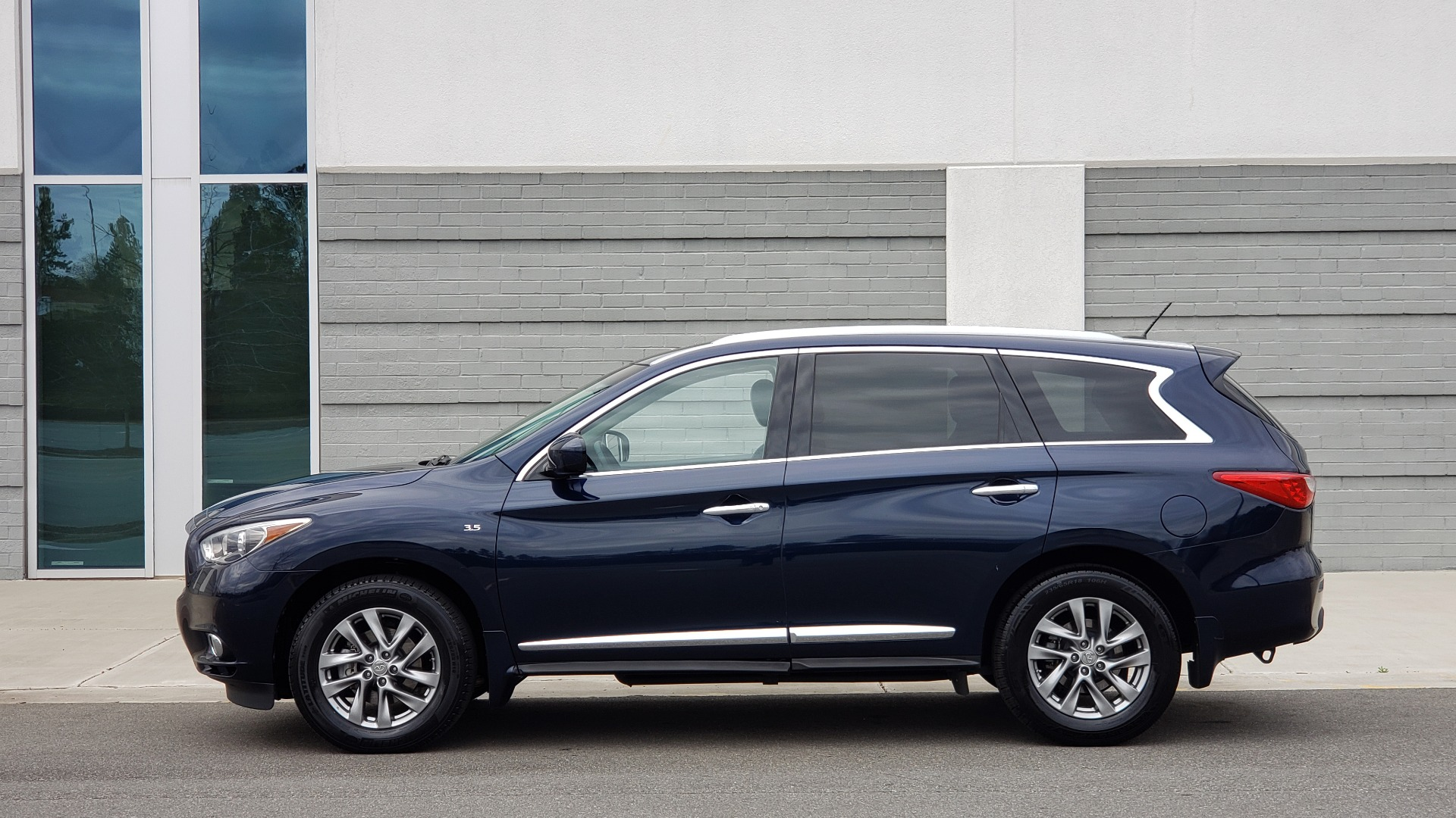 Used 2015 INFINITI QX60 3.5L SUV / CVT AUTO / 3-ROW / SUNROOF / REARVIEW for sale $23,995 at Formula Imports in Charlotte NC 28227 4