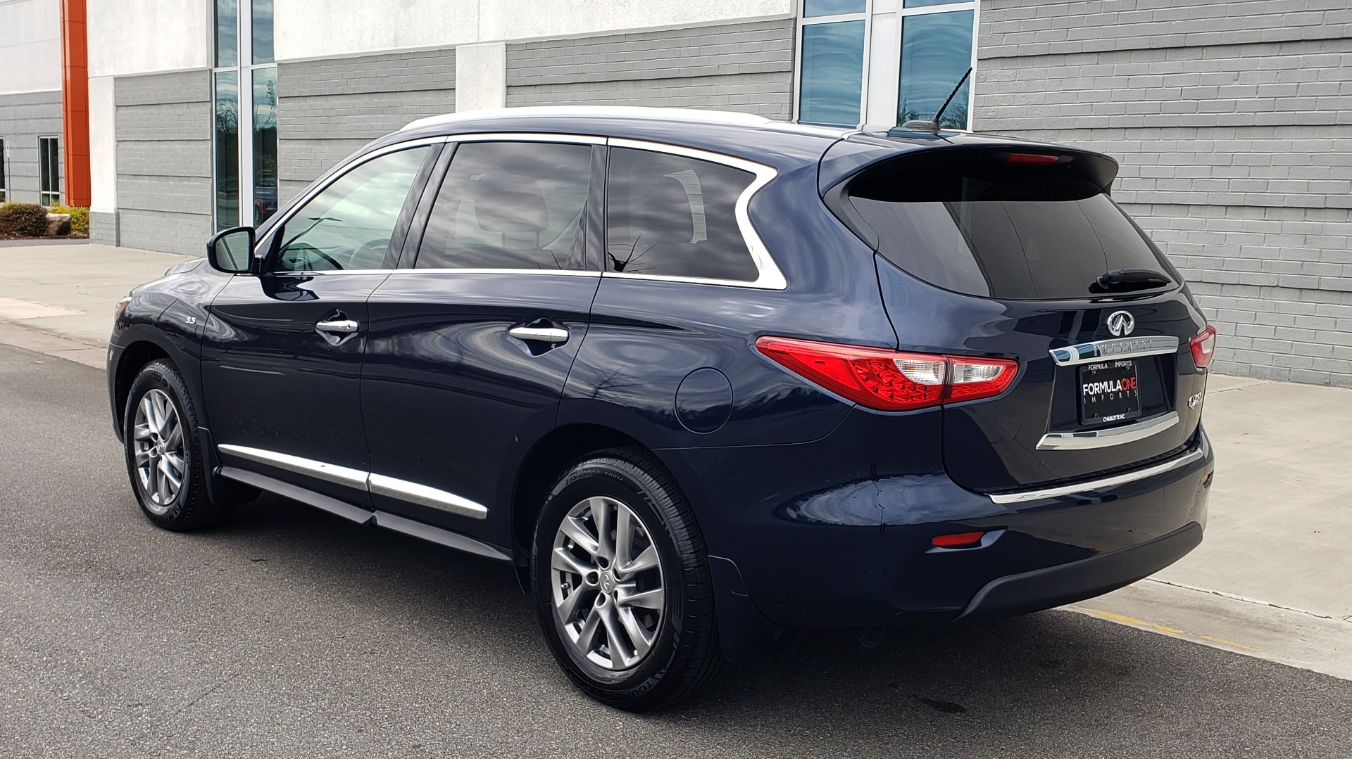 Used 2015 INFINITI QX60 3.5L SUV / CVT AUTO / 3-ROW / SUNROOF / REARVIEW for sale $23,995 at Formula Imports in Charlotte NC 28227 5