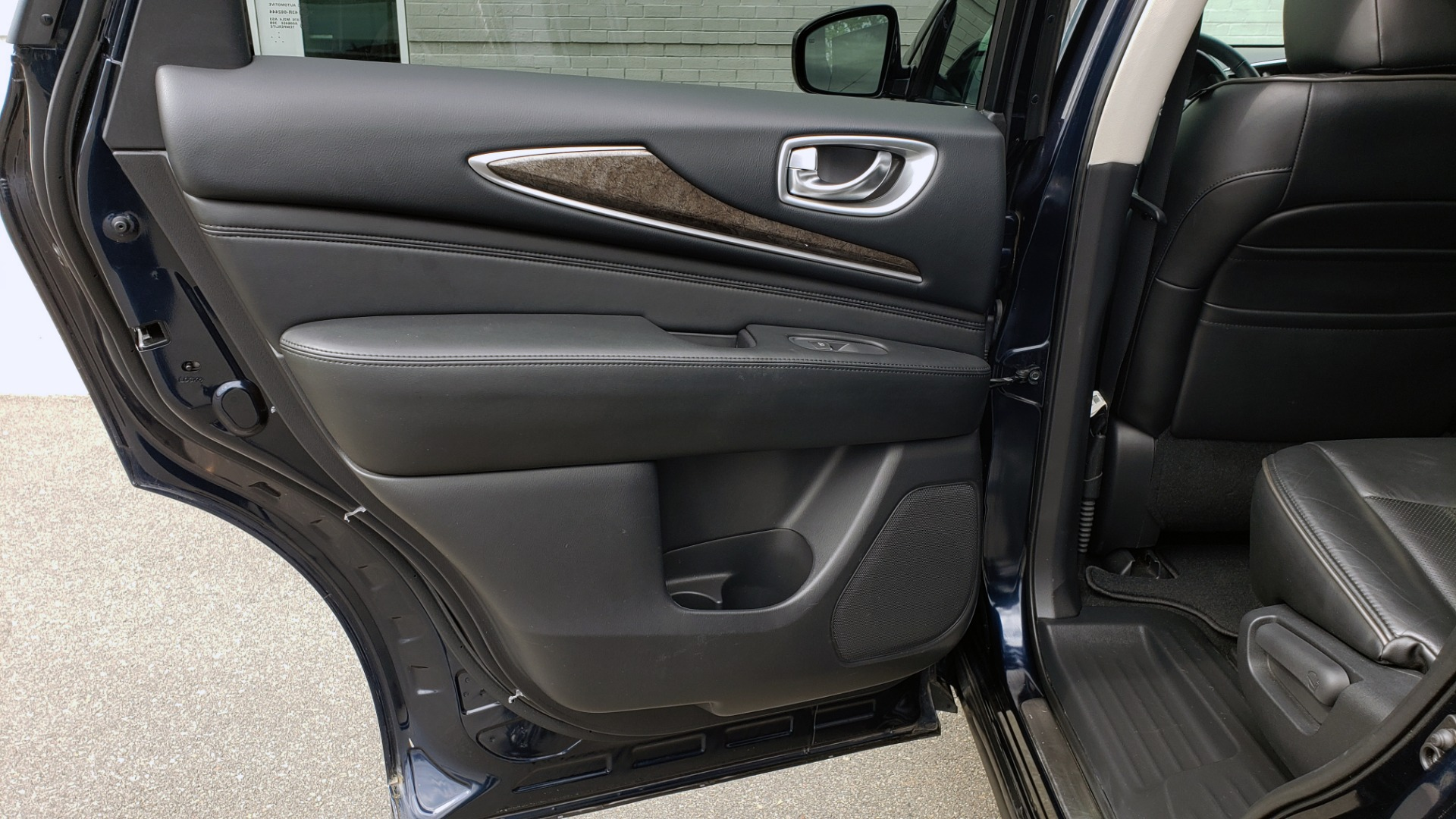 Used 2015 INFINITI QX60 3.5L SUV / CVT AUTO / 3-ROW / SUNROOF / REARVIEW for sale $23,995 at Formula Imports in Charlotte NC 28227 60
