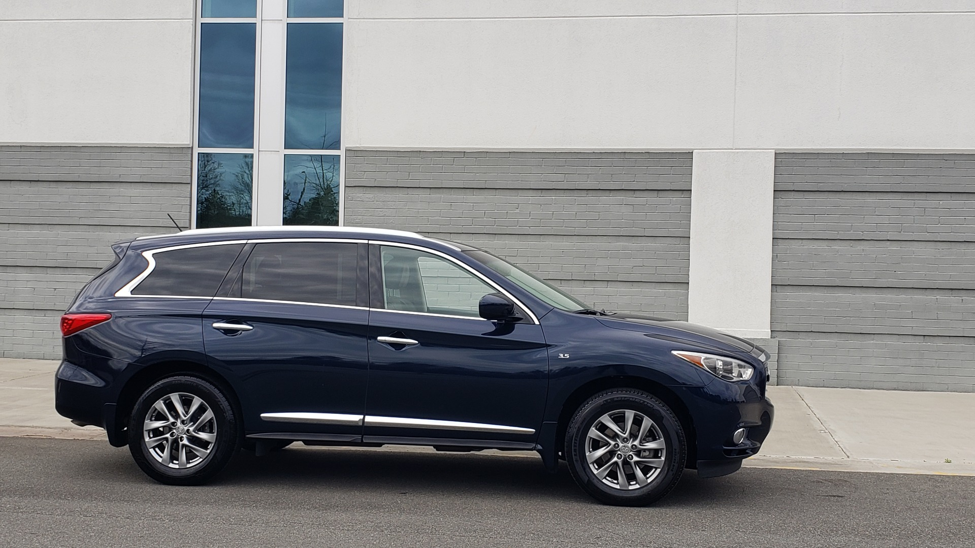 Used 2015 INFINITI QX60 3.5L SUV / CVT AUTO / 3-ROW / SUNROOF / REARVIEW for sale $23,995 at Formula Imports in Charlotte NC 28227 7