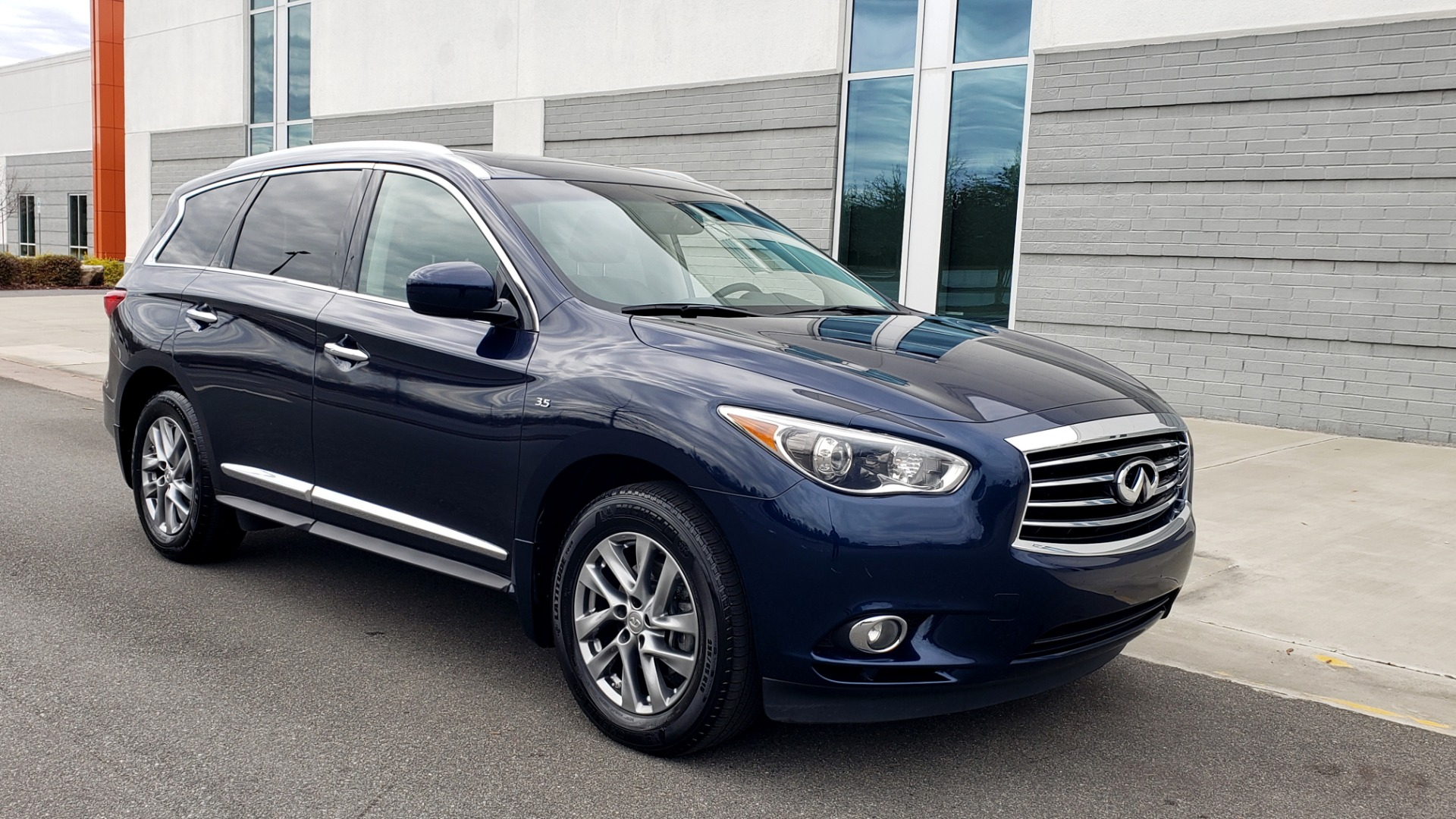 Used 2015 INFINITI QX60 3.5L SUV / CVT AUTO / 3-ROW / SUNROOF / REARVIEW for sale $23,995 at Formula Imports in Charlotte NC 28227 8